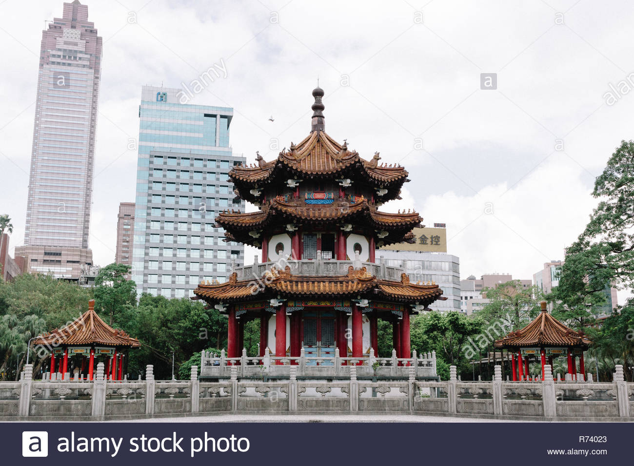 Park in Taipei, Taiwan, within a little temple where people can eat and sleep, debate and pray. - Stock Image