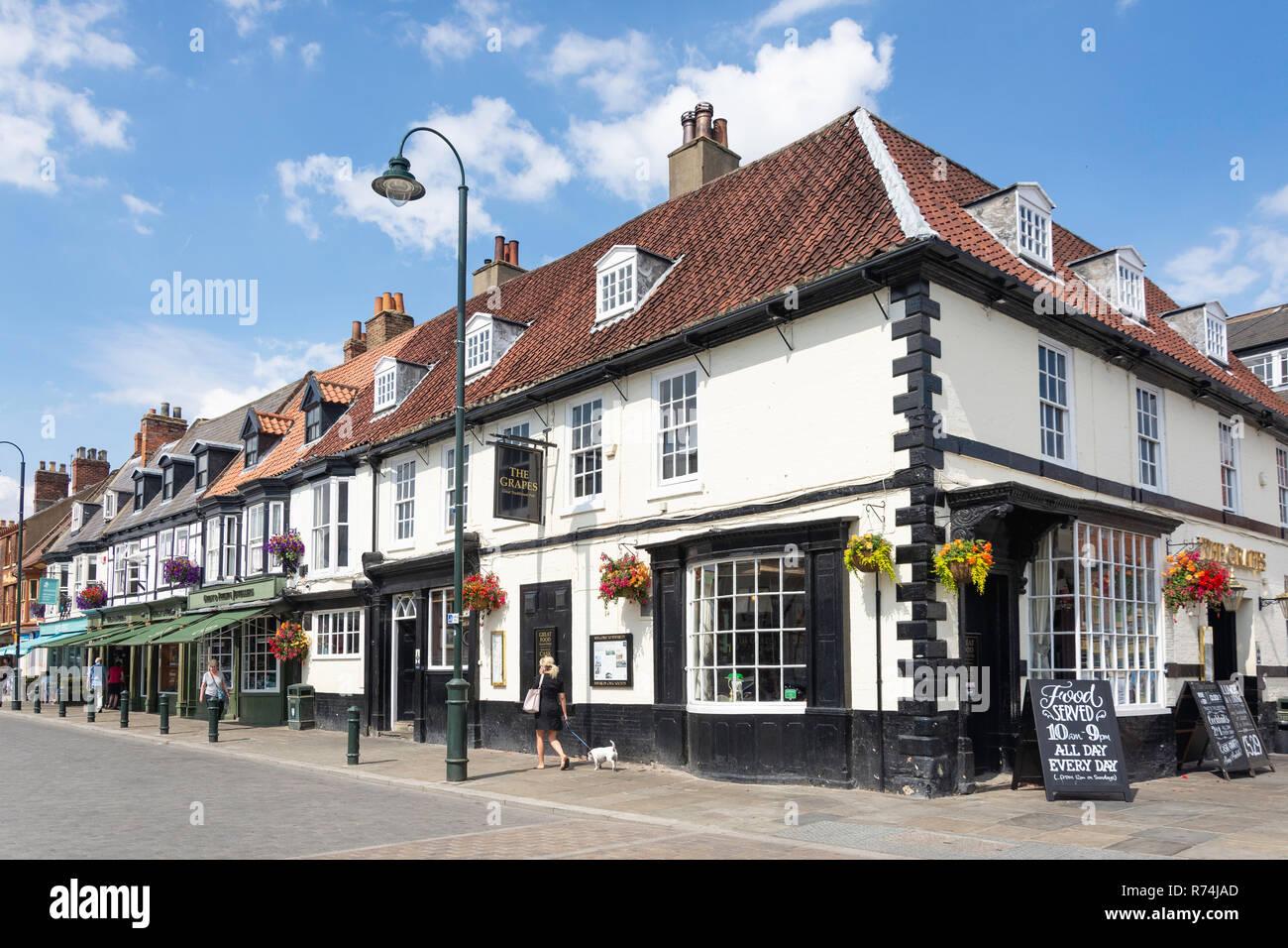 The Grapes Pub, Saturday Market, Beverley, East Riding of Yorkshire, England, United Kingdom - Stock Image