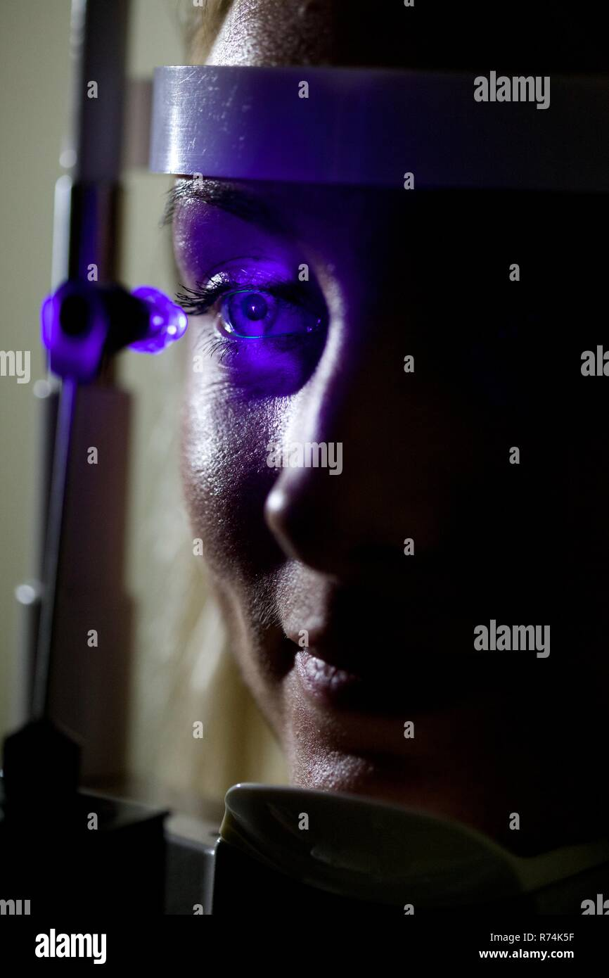 Female patient has her eyes scanned in a clinic - Stock Image