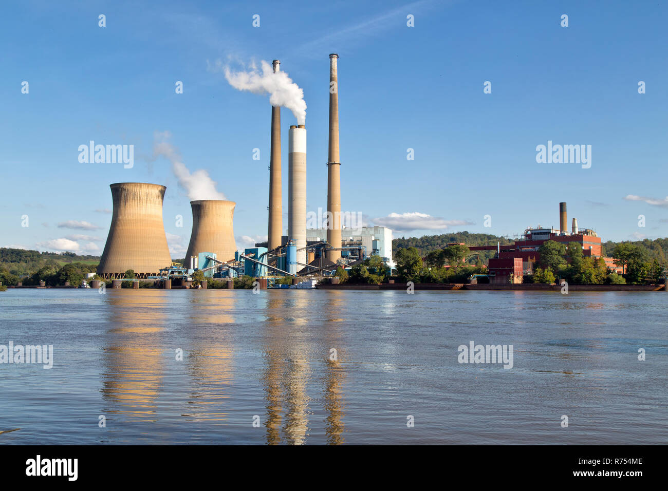 Pleasants Power Station operating,  1.3-gigawatt coal power plant, located on the Ohio River, Willow Island,  near Belmont. - Stock Image