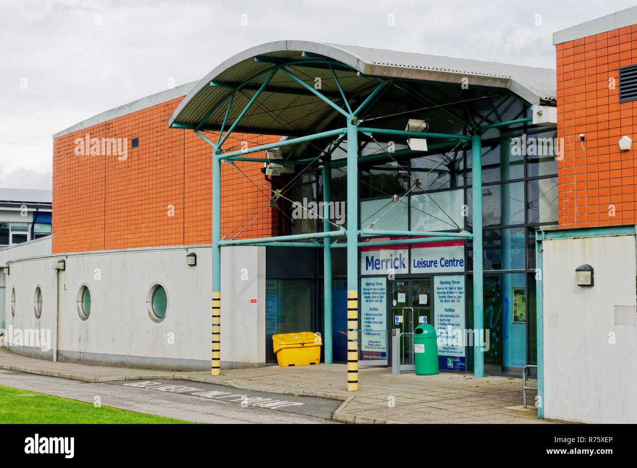 Leisure centre pool gym stock photos leisure centre pool - Swimming pools in dumfries and galloway ...