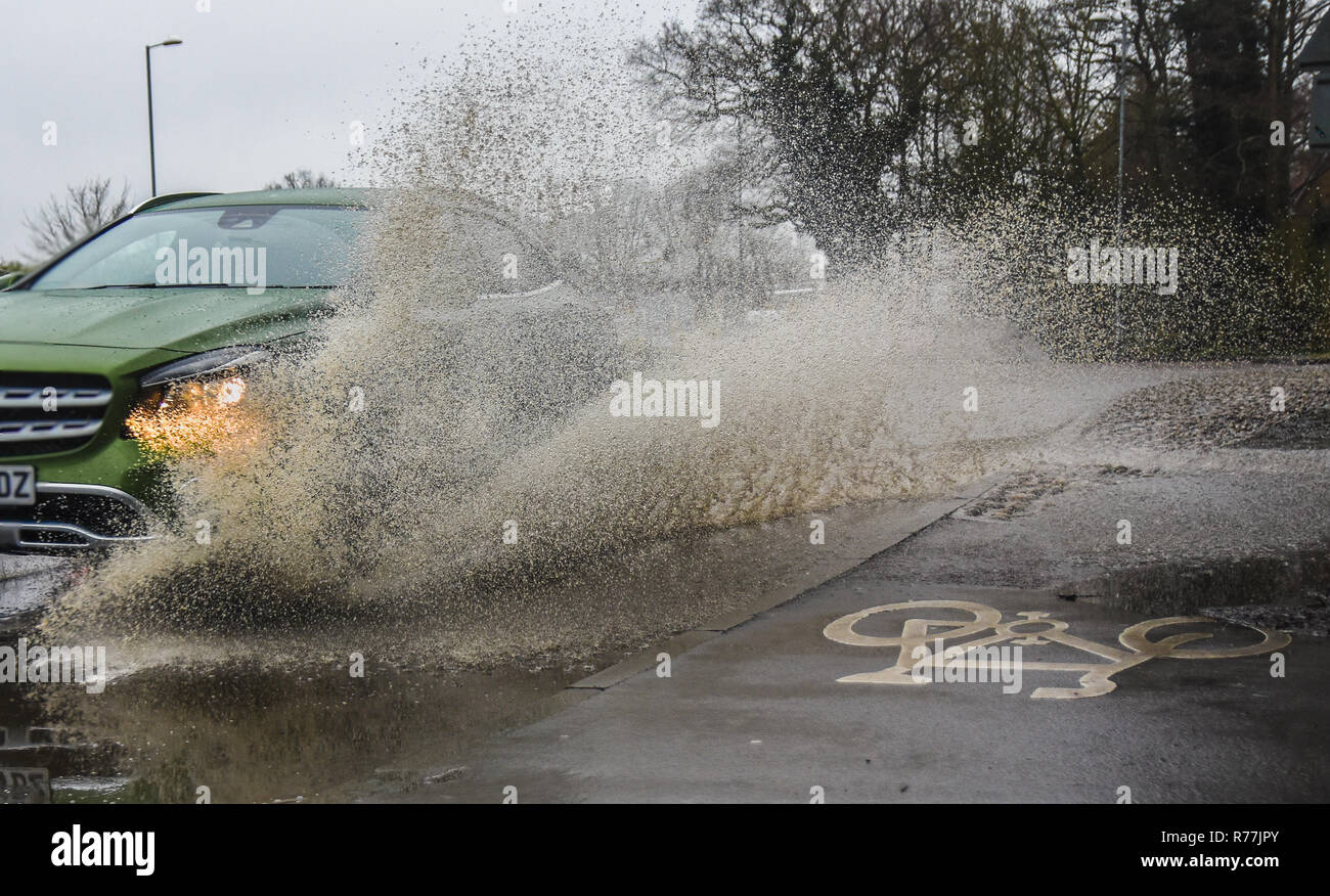 Ampthill, Bedfordshire, United Kingdom. April 05 2018. Cars driving through flooded roads in Bedfordshire splashing pavements / sidewalks. - Stock Image