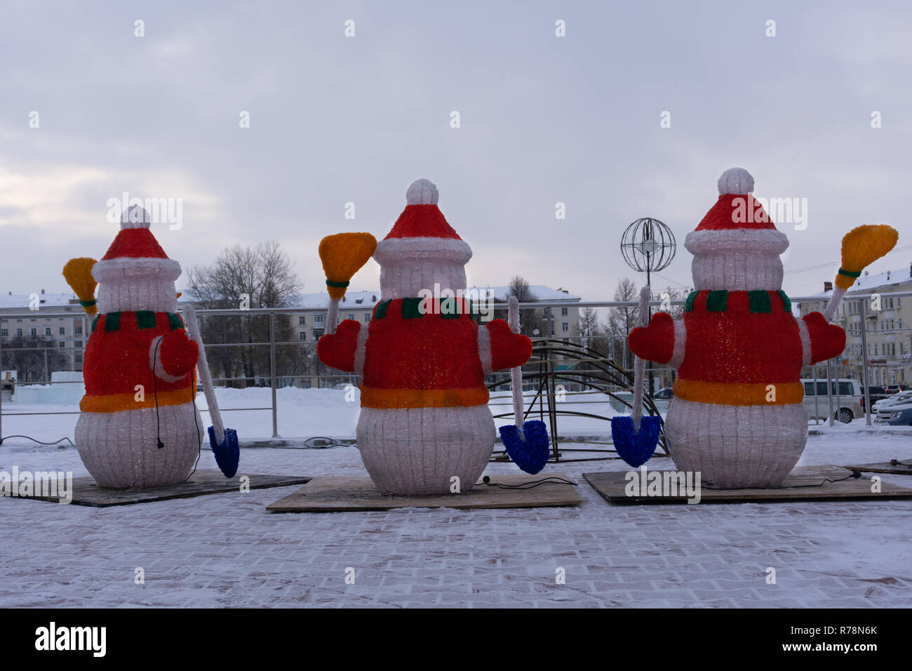 6d7ad6d40b387 Merry Christmas and happy New Year greeting card with copy-space.Many  snowmen standing
