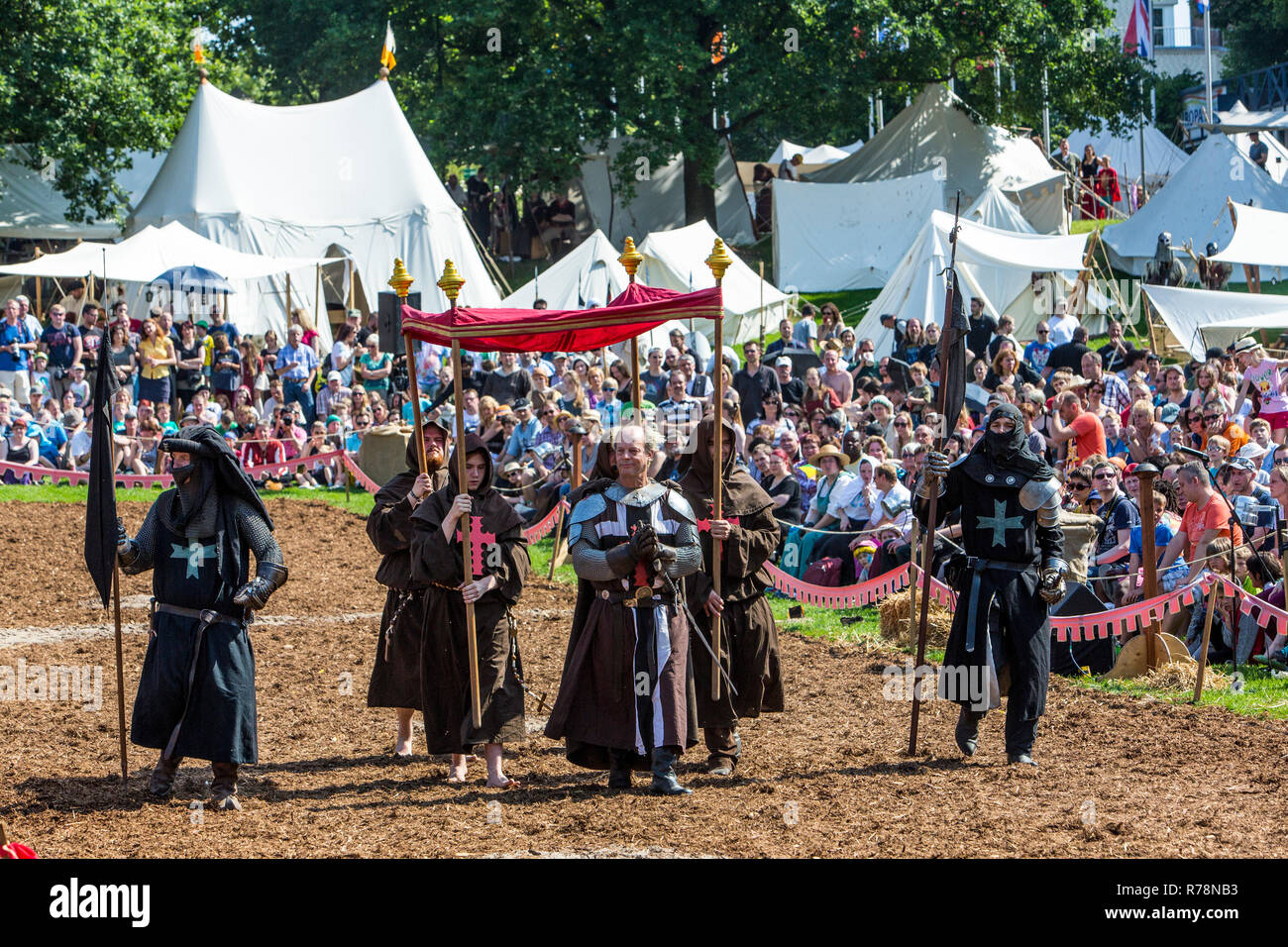 Medieval spectacle, joust with knights' camp and market, at Broich castle, Mülheim an der Ruhr, North Rhine-Westphalia Castle - Stock Image