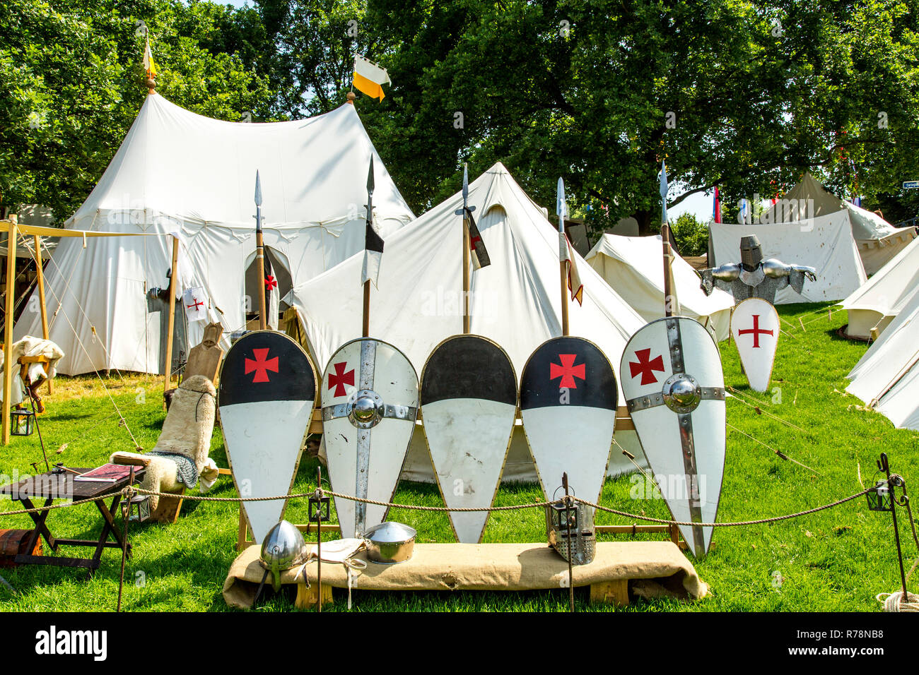 Medieval spectacle, joust with knights' camp, at Broich castle, Mülheim an der Ruhr, North Rhine-Westphalia Castle, Germany - Stock Image