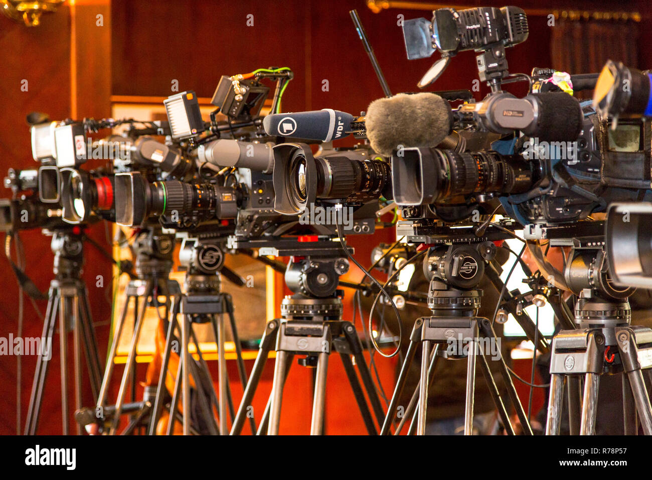 Television cameras on tripods, press conference, Cologne, North Rhine-Westphalia, Germany - Stock Image