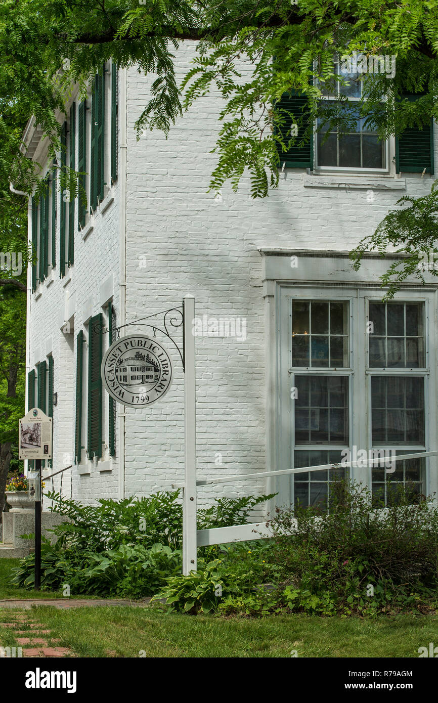 Public library in Wiscasset, Maine. Pretty scenic location not far from busy downtown region. Used in the past as private home before it was a library. - Stock Image