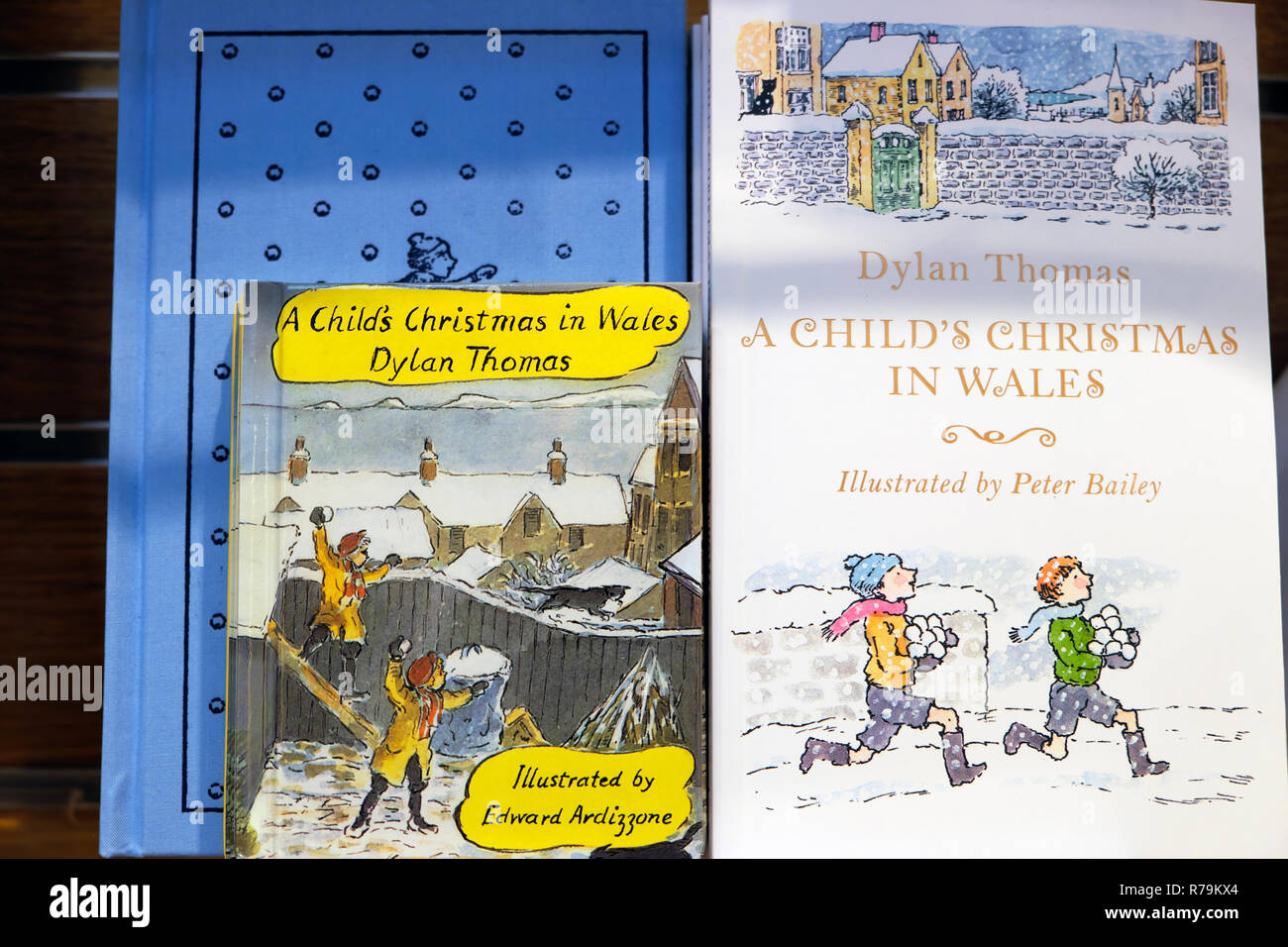 Front cover of A Child's Christmas in Wales book by Welsh author Dylan Thomas for sale on a shelf in a bookstore in London UK    KATHY DEWITT - Stock Image