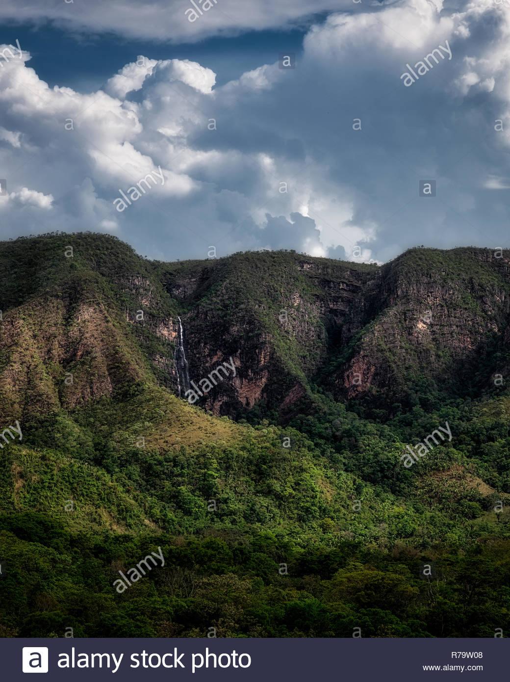 Before the storm in the São Miguel river valley, Chapada dos Veadeiros, Alto Paraíso de Goiás, Goiás, Brazil. - Stock Image