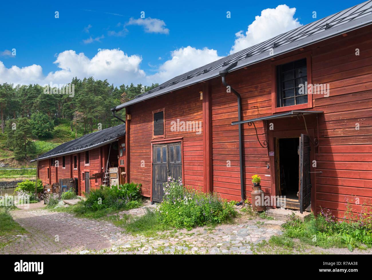 Historic wooden warehouses along the Porvoonjoki (Porvoo River), Old Town (Vanha Porvoo), Porvoo, Uusimaa, Finland - Stock Image