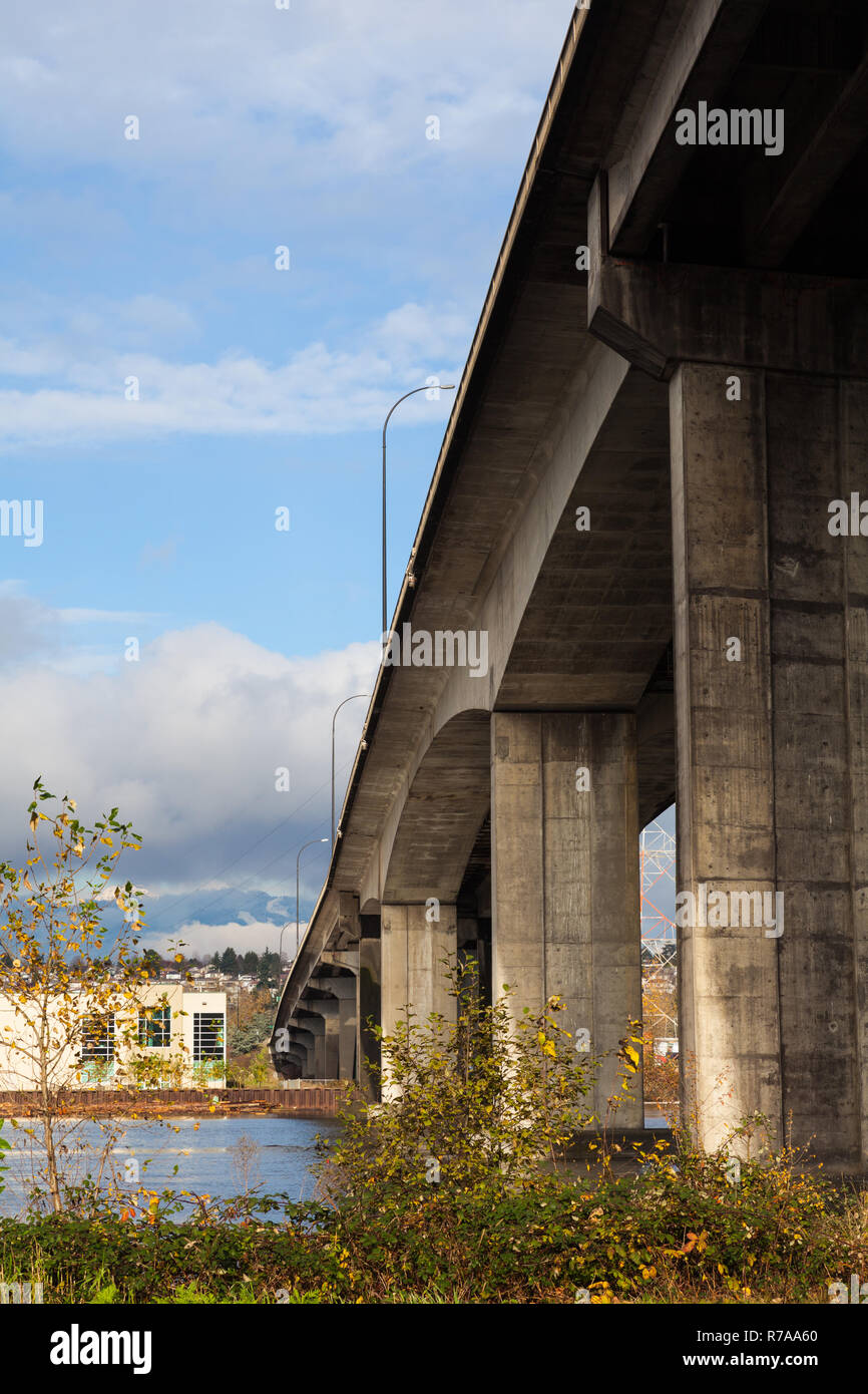 Concrete structure of the Knight Street Bridge in Vancouver - Stock Image