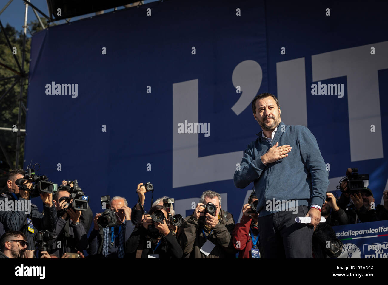 Rome, Italy. 08th Dec, 2018. Demonstration of the League in Piazza del Popolo in Rome, full of supporters. Before his speech the vice premier Matteo Salvini has enforced a minute of silence for the victims of the tragedy in the Marche nightclub. Many supporters from southern Italy, especially from Calabria and Sardinia. Rome, Italy, 8 December 2018 Credit: Independent Photo Agency/Alamy Live News - Stock Image