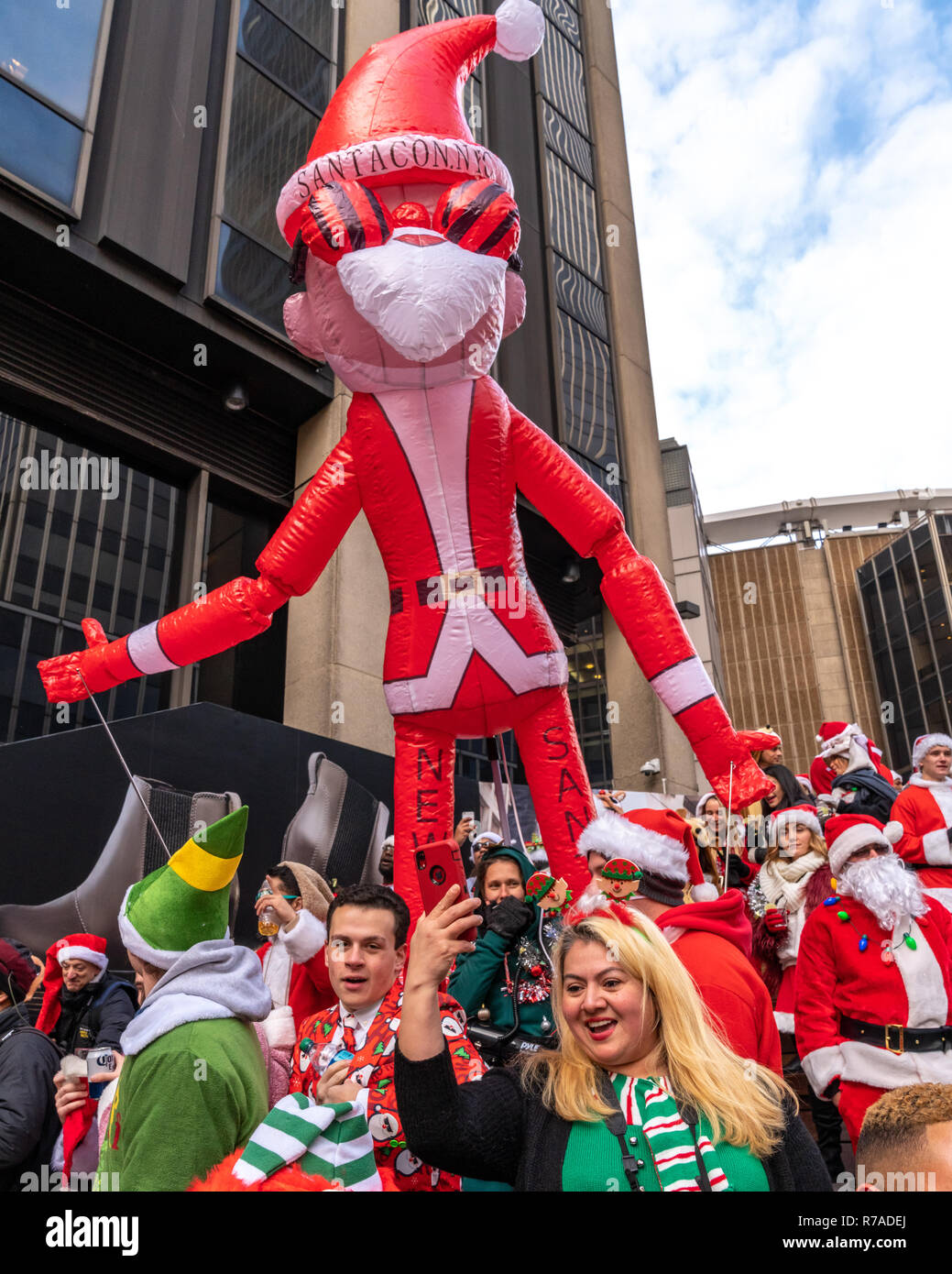 New York, USA, 8th December 2018. Revelers dressed as Santa Claus have fun during the annual SantaCon in New York City. Credit: Enrique Shore/Alamy Live News Stock Photo