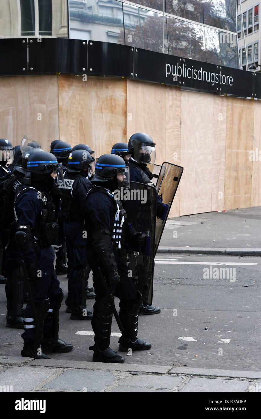 Ani-riot french police in front of Publicis Drugstore  during Demonstration of the Yellow Vests on the Champs-Elysées, on saturday 8th of december in Paris, France Credit: Frédéric VIELCANET/Alamy Live News - Stock Image