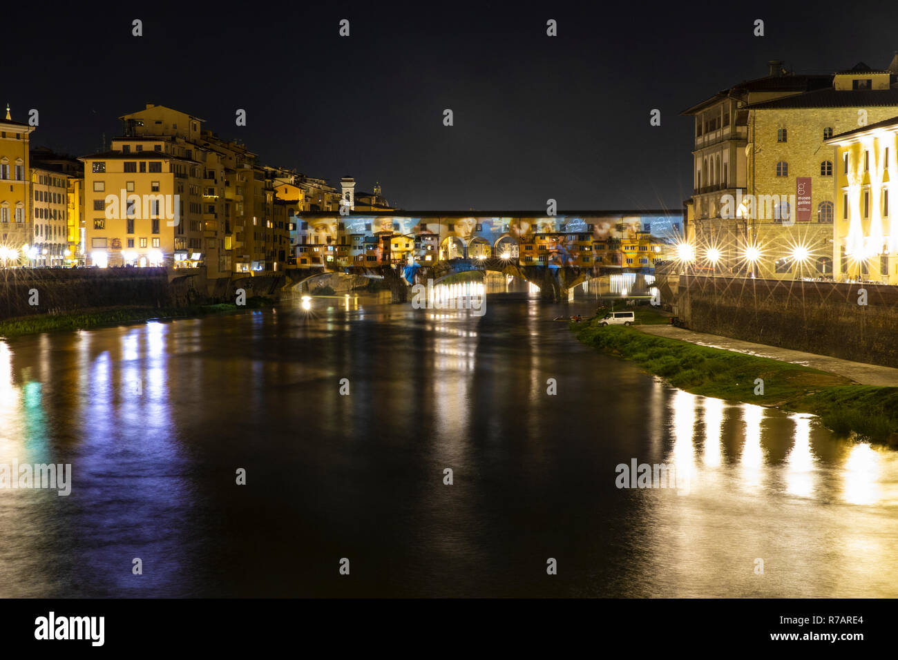 Florence, Italy. 8th Dec 2018. .Today the Christmas lights are lit in Florence. The Ponte Vecchio in Florence is illuminated by a videomapping that projects the genius of Leonardo da Vinci transforming the bridge into a lightshow .Florence 8th Dicember © Michela Goretti /  Alamy Live News Stock Photo