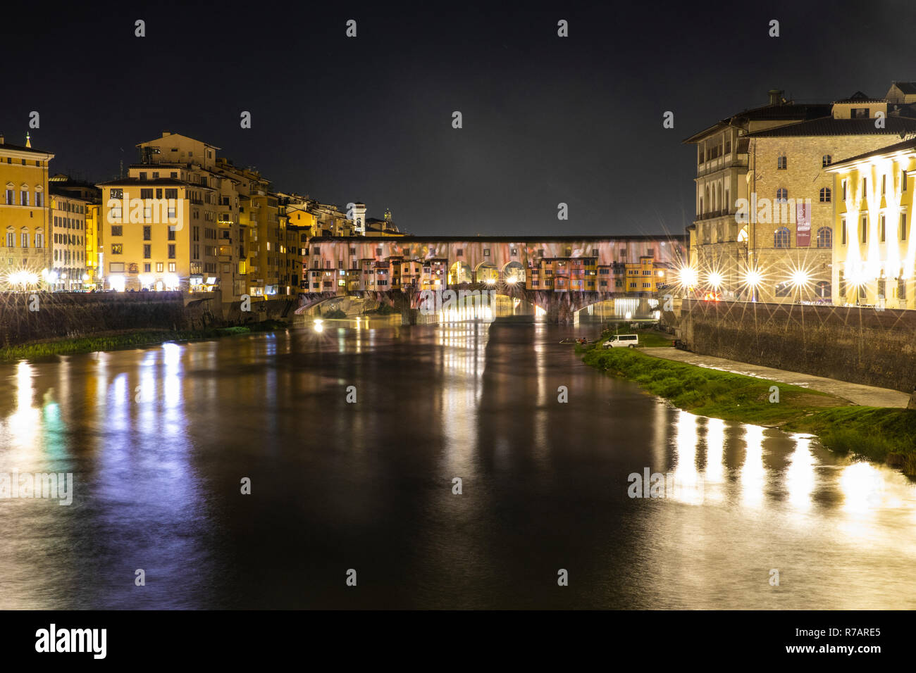 Florence, Italy. 8th Dec 2018. the Christmas lights are lit in Florence. The Ponte Vecchio in Florence is illuminated by a videomapping that projects the genius of Leonardo da Vinci transforming the bridge into a lightshow .Florence 8th Dicember © Michela Goretti /  Alamy Live News Stock Photo