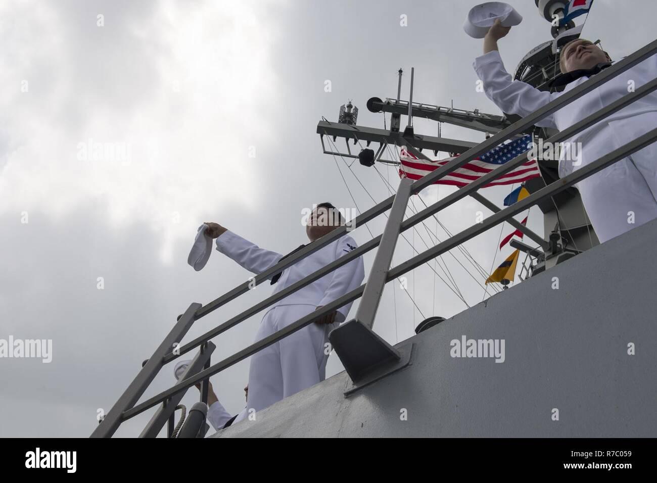 SOUTH CHINA SEA (May 15, 2017) Sailors aboard Arleigh Burke