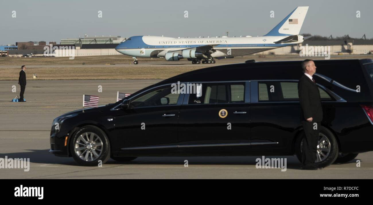 Air Force One lands at Joint Base Andrews for George H.W. Bush's state funeral on JBA, Md., Dec. 3, 2018. Nearly 4,000 military and civilian personnel from across all branches of the U.S. armed forces, including Reserve and National Guard components, provided ceremonial support during George H.W. Bush's, the 41st President of the United States state funeral. Stock Photo