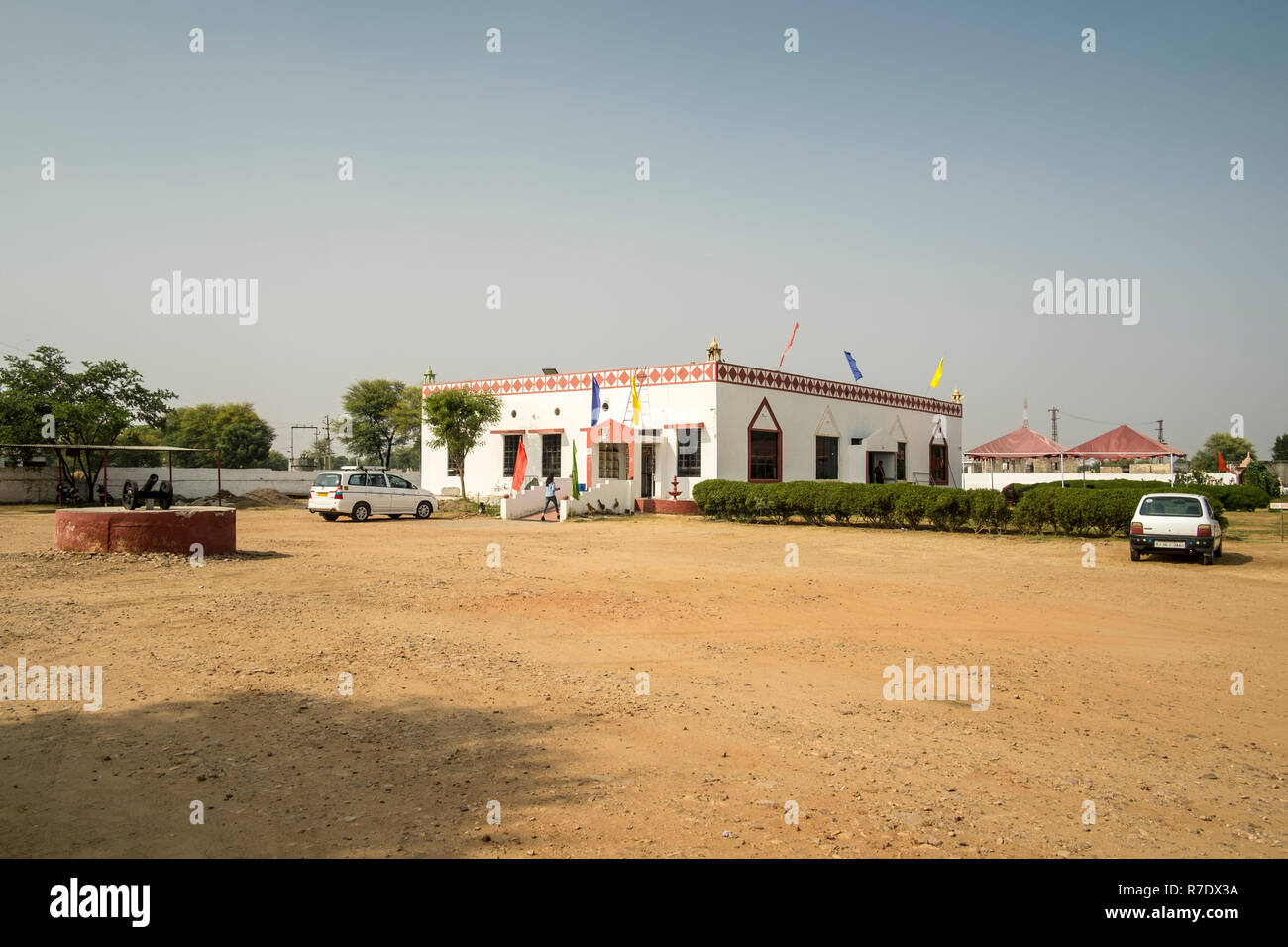 A typical upmarket stop over Dhaba targeted at international tourists on the way to Sawai Madhopur from Jaipur - Stock Image