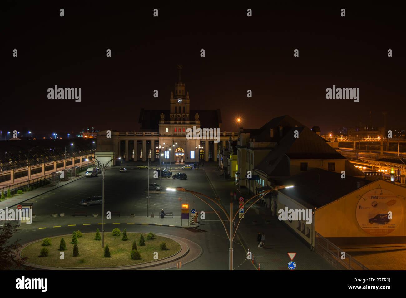 BREST, BELARUS - SEPTEMBER 5, 2015: Brest Centralny Railway Station at night - Stock Image