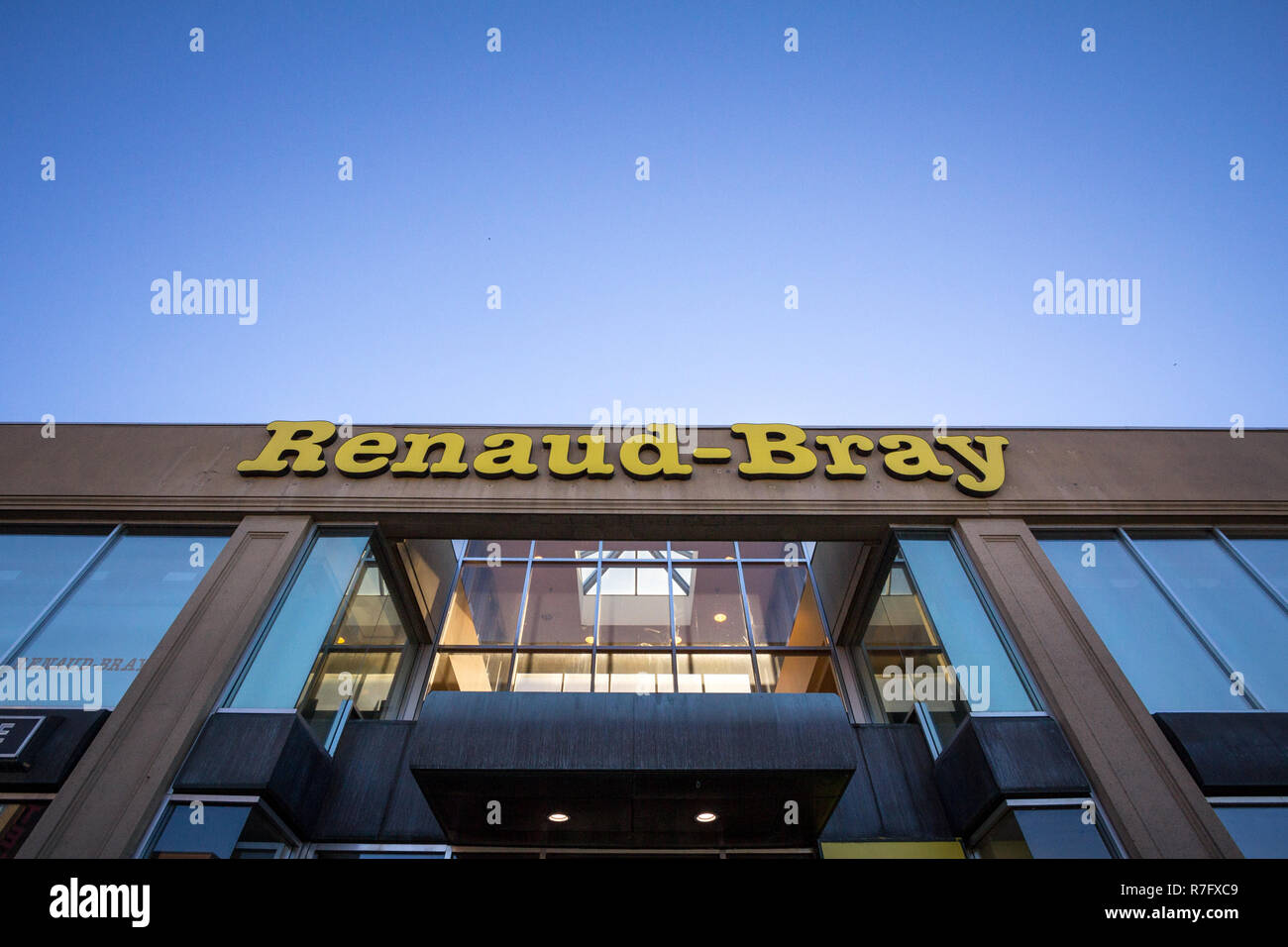 MONTREAL, CANADA - NOVEMBER 4, 2018: Renaud-Bray logo on a bookstore in Montreal, Quebec. Renaud Bray is a chain of bookstores selling French language - Stock Image