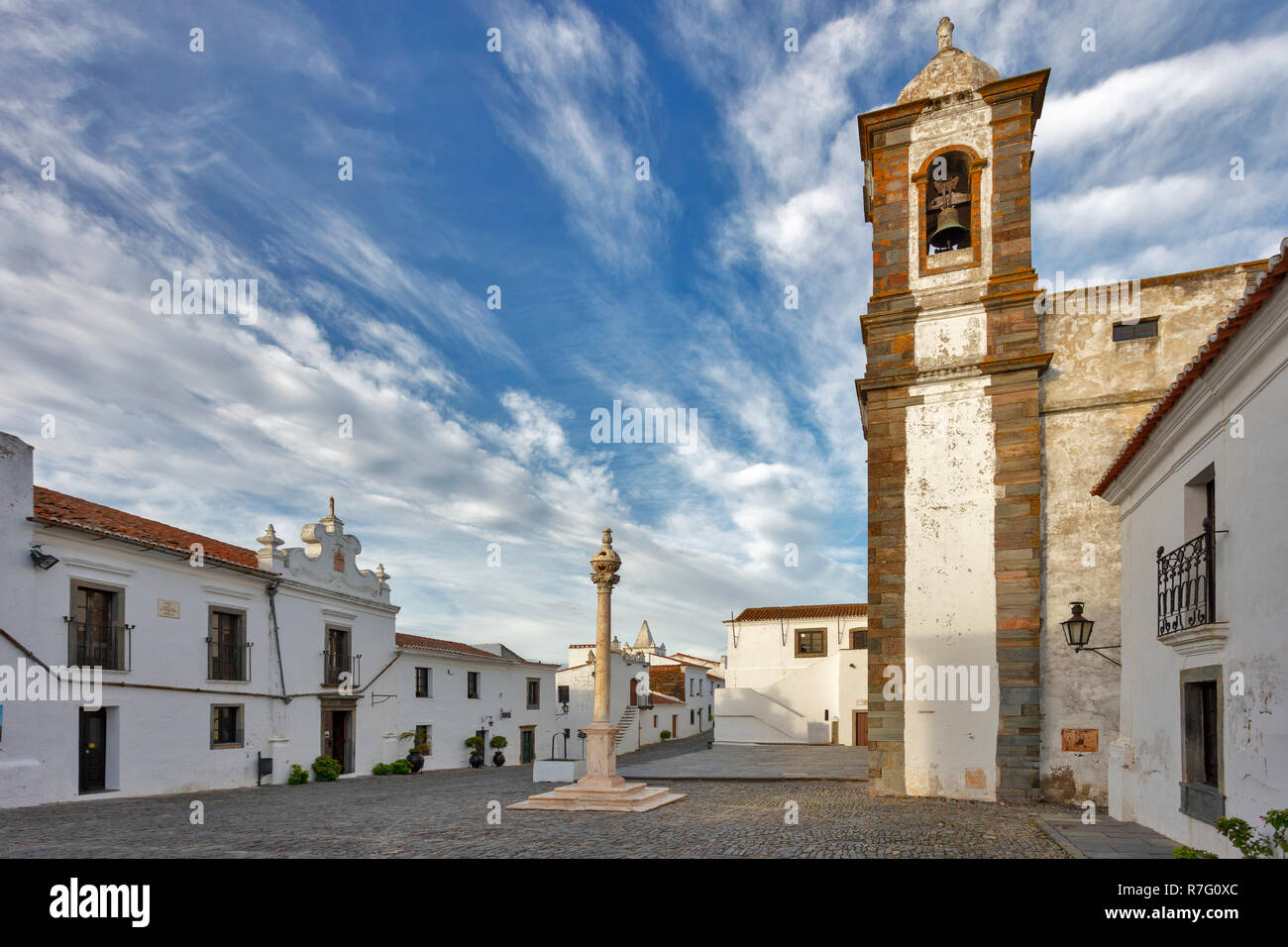 Oldtown with church Santa Maria da Lagoa, Monsaraz, Alentejo, Portugal - Stock Image