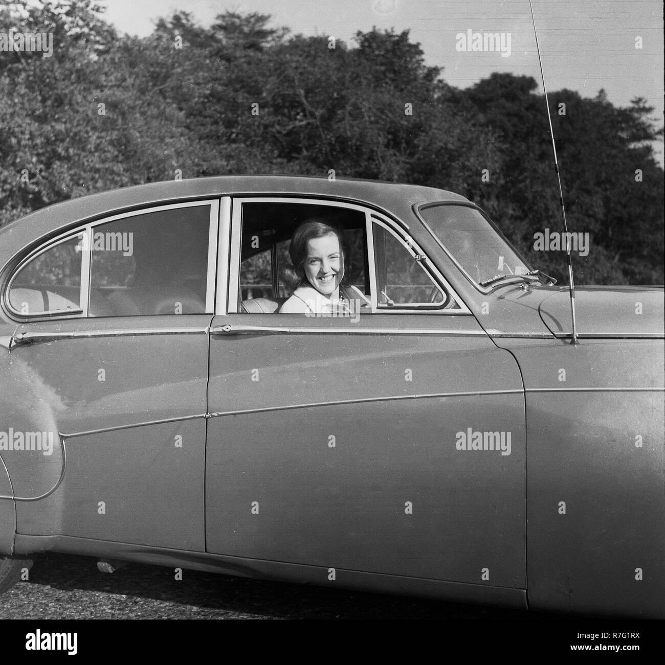 1950s Woman Driving A Car Stock Photos & 1950s Woman