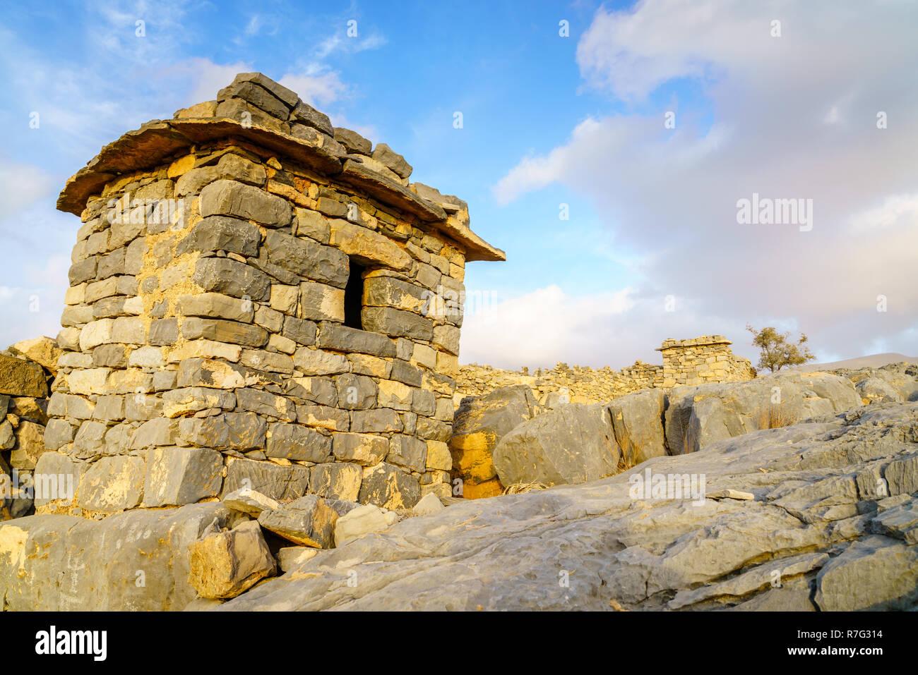 Stone shelter in an abandoned village in Hajar mountains of Ras Al Khaimah, UAE - Stock Image