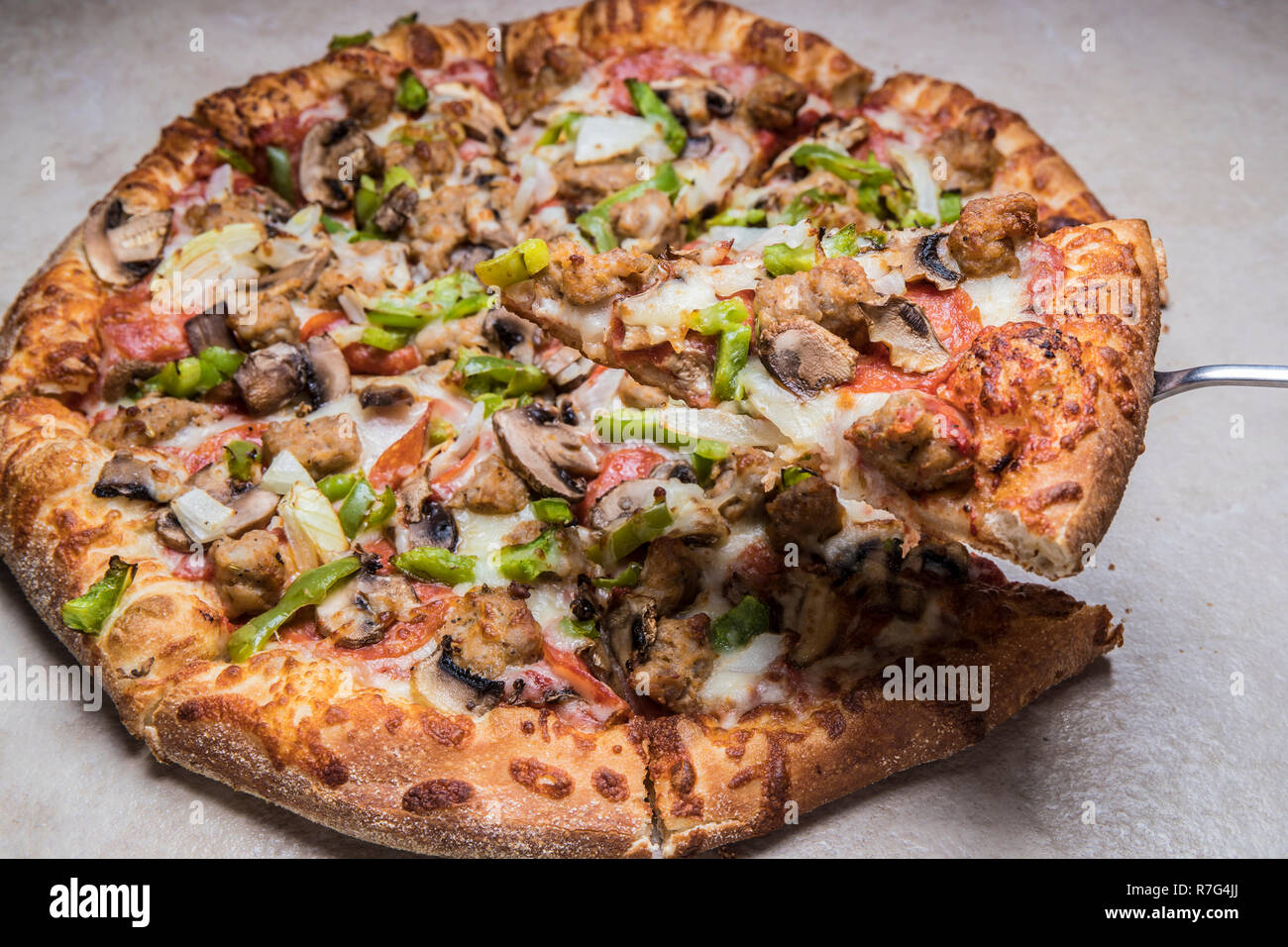 Deluxe Uno Pizza With Cheesegreen Peppersitalian Sausage