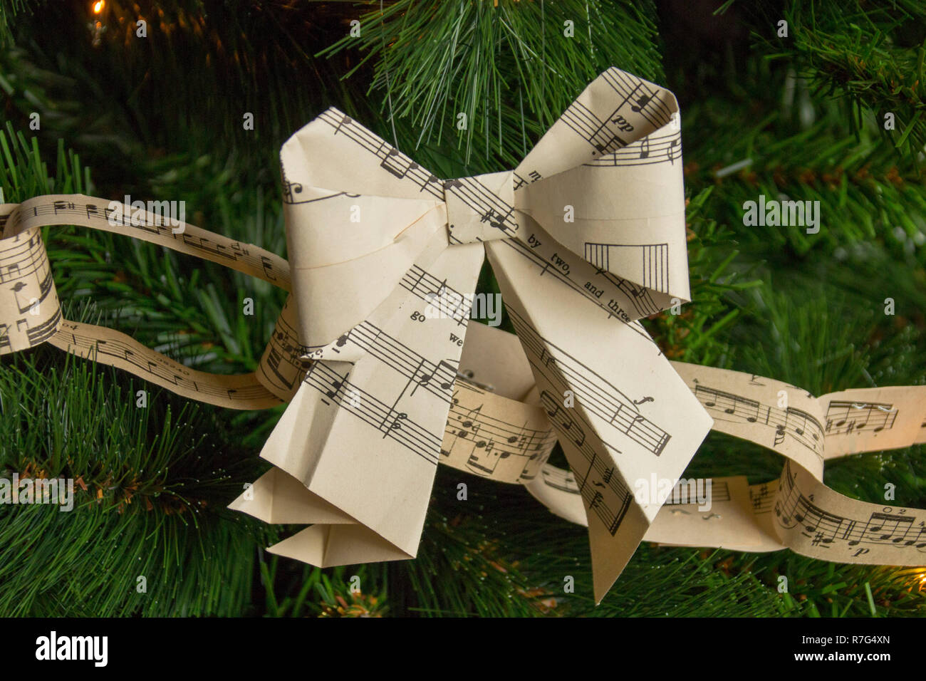 Christmas Paper Chains Uk.Christmas Paper Chains Stock Photos Christmas Paper Chains