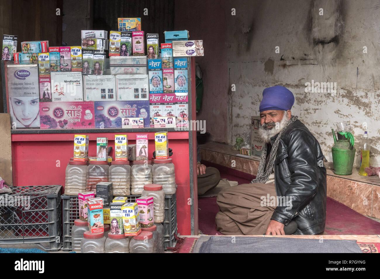 Traditional Street Doctor, Kabul, Kabul Province, Afghanistan - Stock Image