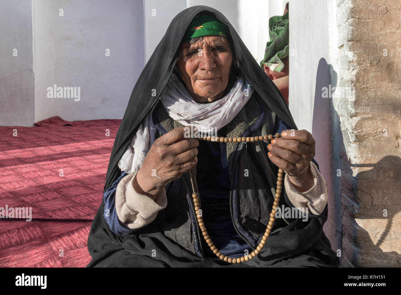 Pious Lady, Khawaja Ghaltan Shrine, Herat, Herat Province, Afghanistan Stock Photo