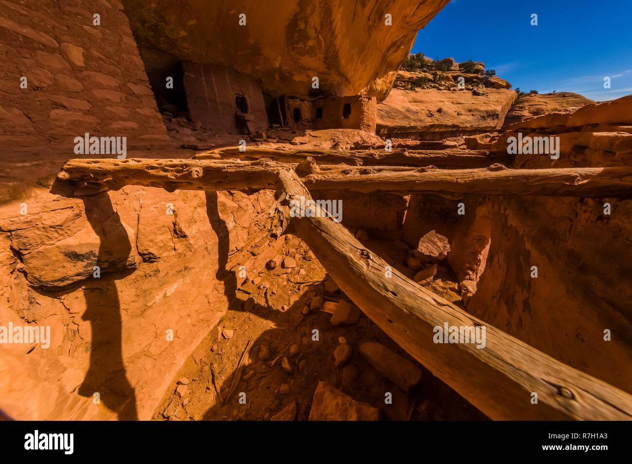 Collapsed roof over rooms in Moon House Ruin on Cedar Mesa, created by the Ancestral Puebloan People and once part of Bears Ears National Monument, Ut - Stock Image