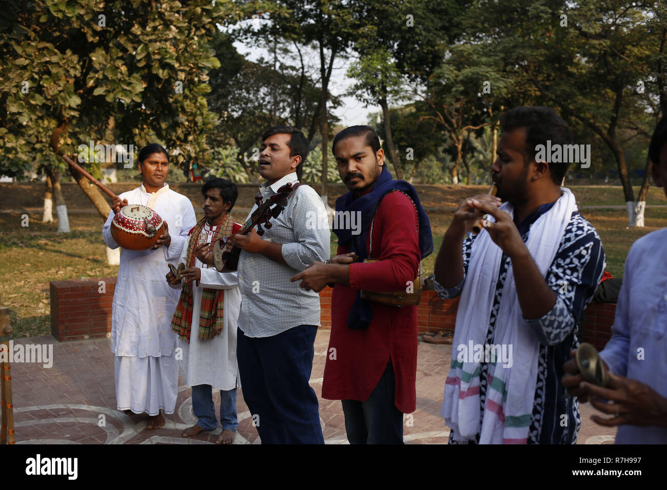 Dhaka, Bangladesh  10th Dec, 2018  Folk musicians perform