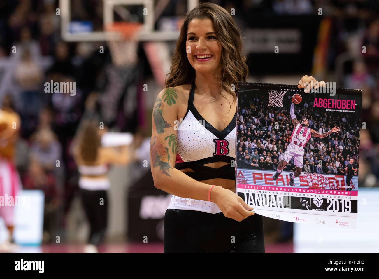 Bonn, Germany. 10th December 2018. Basketball, BBL, Telekom Baskets Bonn vs EWE Baskets Oldenburg: Cheerleader Credit: Juergen Schwarz/Alamy Live News - Stock Image