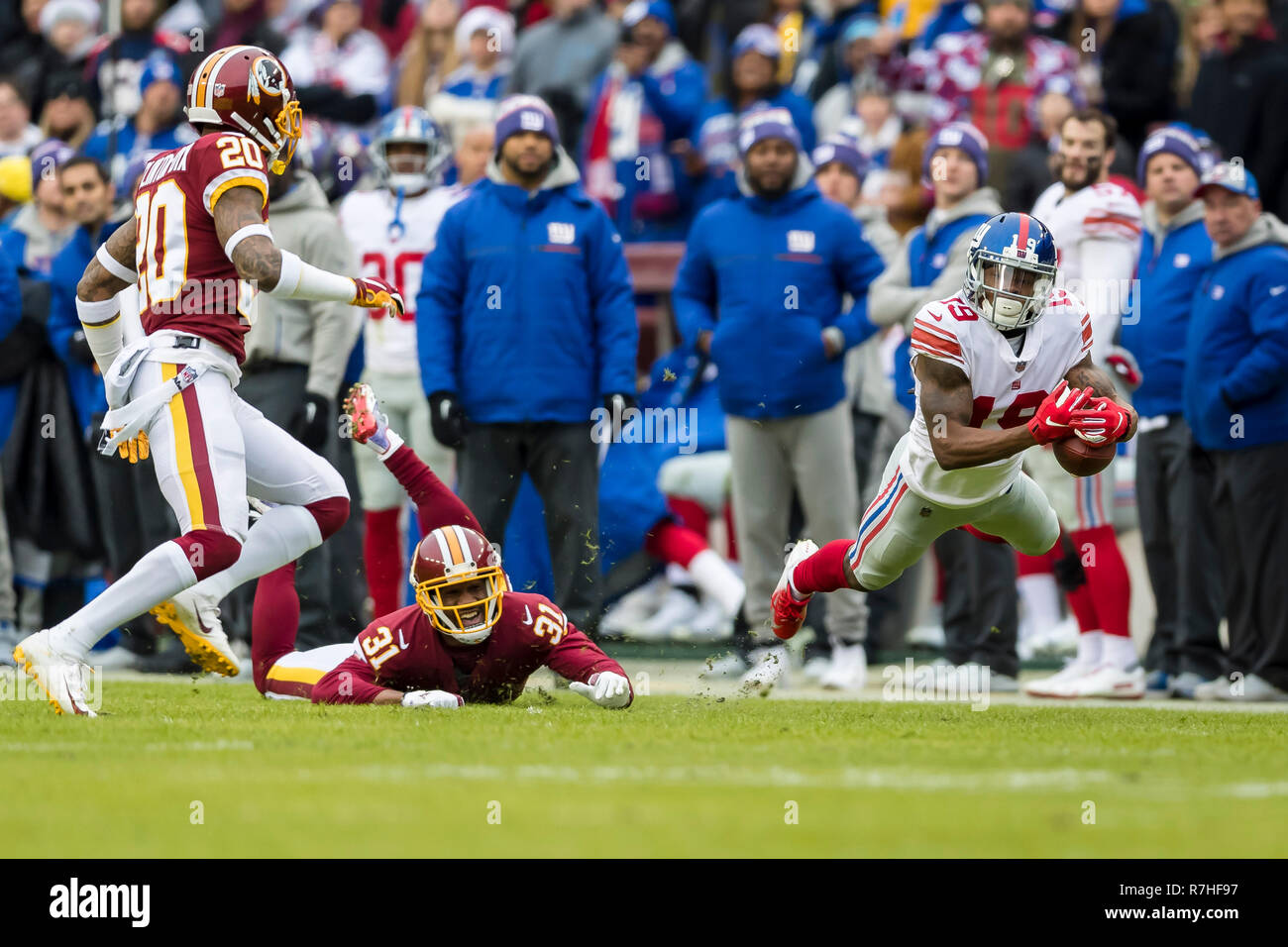 Landover, Maryland, USA. 09th Dec, 2018. New York Giants wide receiver Corey Coleman (19) attempts to catch a pass in front of Washington Redskins cornerback Fabian Moreau (31) and strong safety Ha Ha Clinton-Dix (20) during the first half of the NFL game between the New York Giants and the Washington Redskins at FedExField in Landover, Maryland. Scott Taetsch/CSM/Alamy Live News Stock Photo