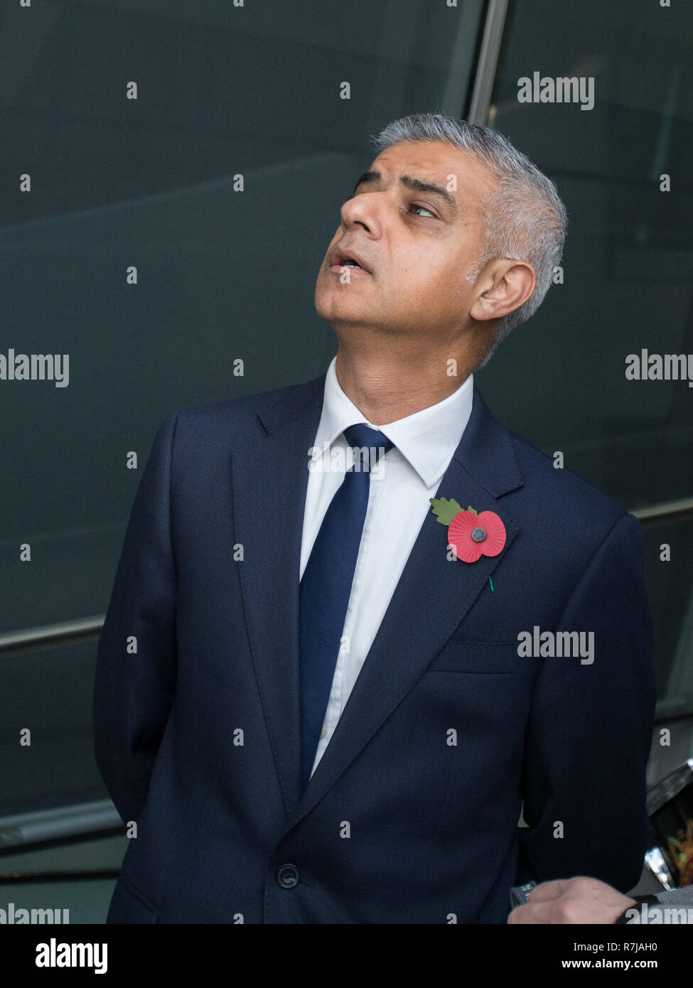 Sadiq Khan unveils the London Remembrance Gallery which contains stories of Londoners wartime memories as well as a permanent memorial.  Tony Arbour AM also delivers a speech on behalf of London Assembly Members.   The London Remembrance Gallery features a scarlet 'cloud' of 48,000 poppies, suspended from the ceiling; the art installation is presented in collaboration with the London Bridge branch of the Royal British Legion.  Featuring: Sadiq Khan Where: London, United Kingdom When: 09 Nov 2018 Credit: Wheatley/WENN - Stock Image