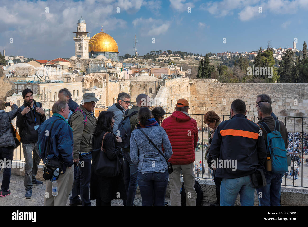 Group of tourists on a historical tour near the Western Wall in Jerusalem Old City, Israel. - Stock Image