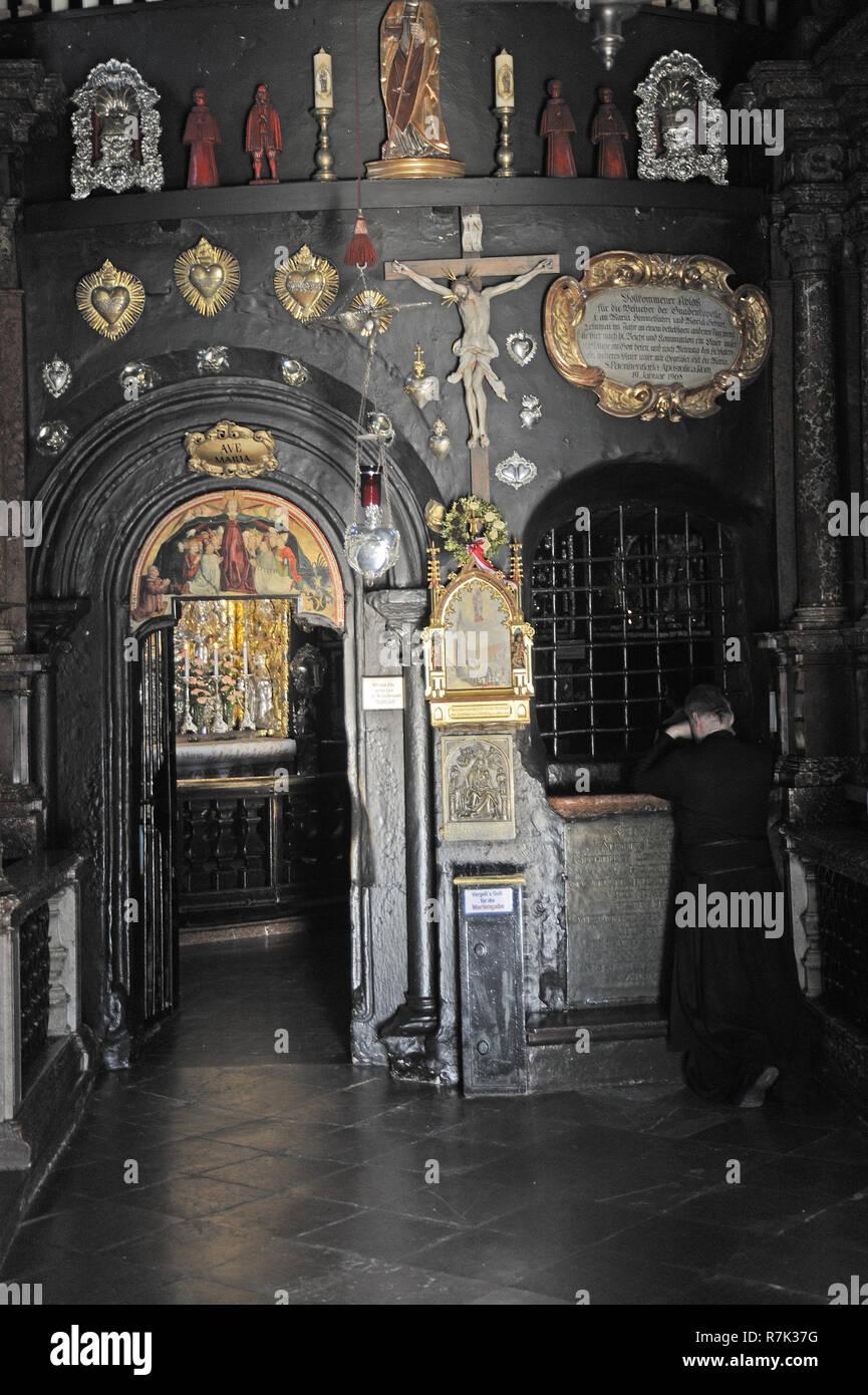Gnadenkapelle, Innenaufnahme, Altötting, Landkreis Altötting, Oberbayern, Bayern, Deutschland, Europa | Gnadenkapelle, Chapel of the Miraculous image, - Stock Image