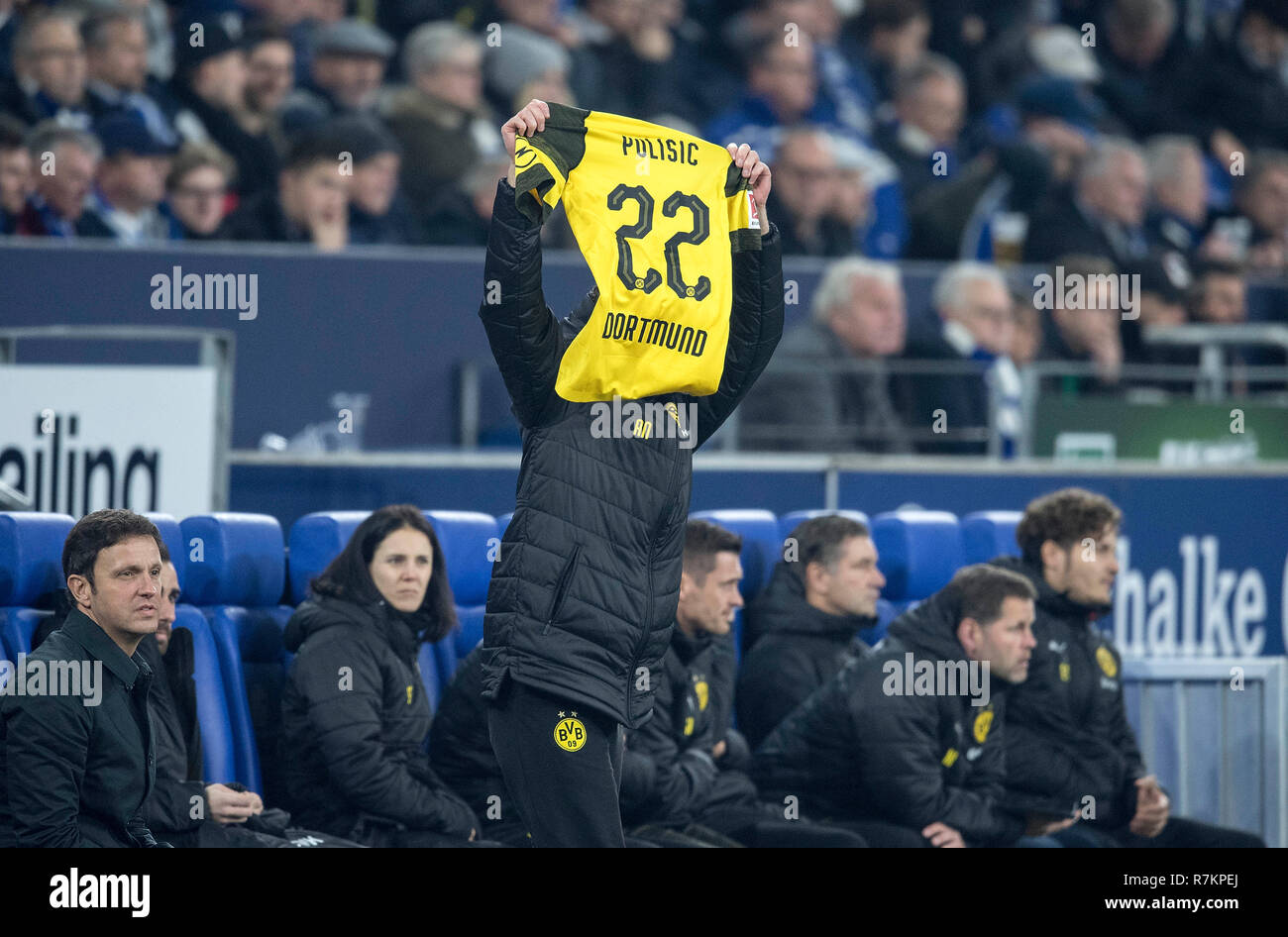 Gelsenkirchen, Deutschland. 08th Dec, 2018. Feature, a supporter holds up the jersey of Christian PULISIC (DO/not pictured), Substitutions, Football 1.Bundesliga, 14.matchday, FC Schalke 04 (GE) - Borussia Dortmund (DO) 1: 2, on 08.13.2018 in Gelsenkirchen/Germany. ## DFL regulations prohibit any use of photographs as image sequences and/or quasi-video ##   usage worldwide Credit: dpa/Alamy Live News - Stock Image