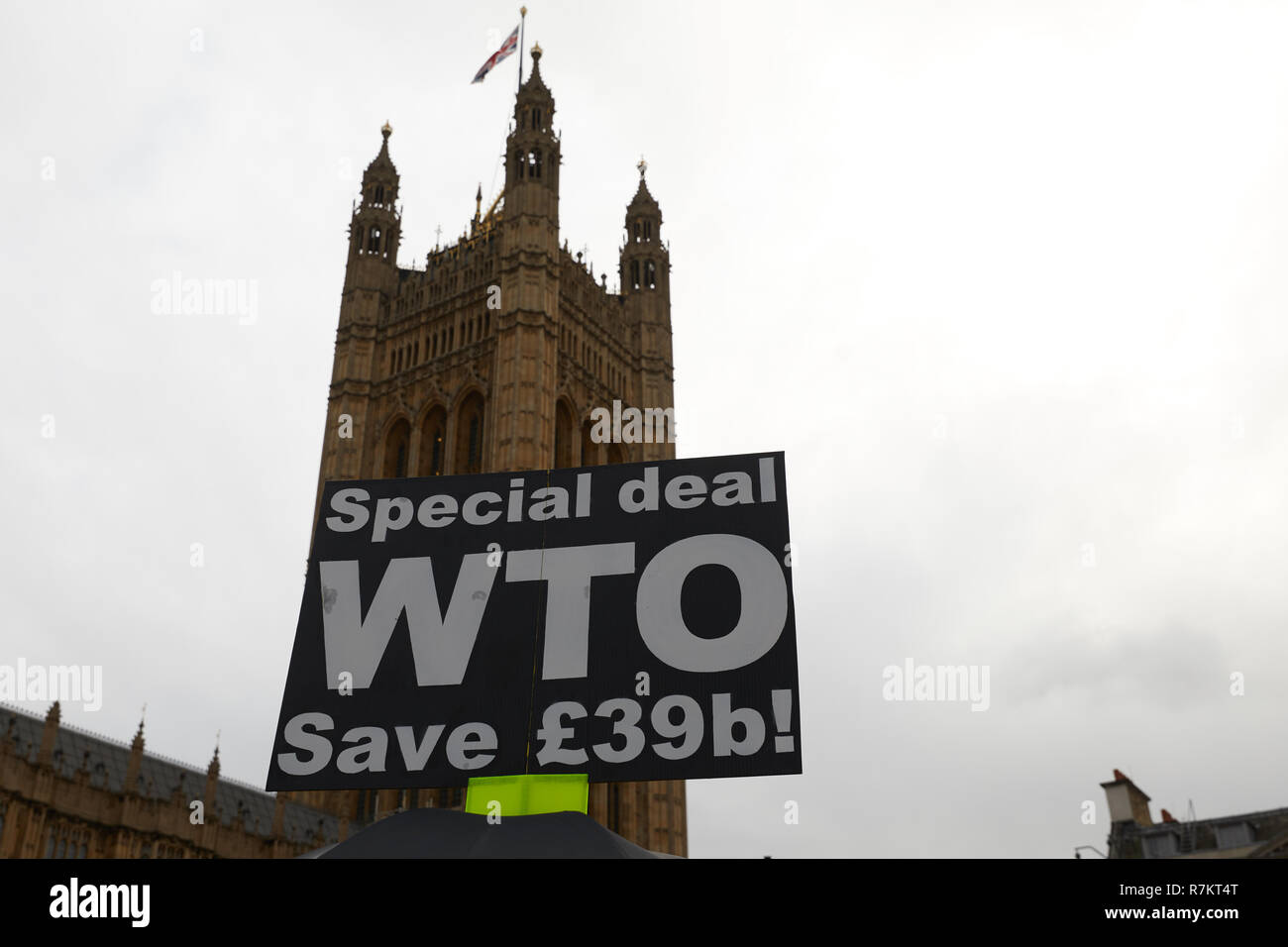 London, UK. 10th December 2018.A Pro-Leave supporting placard held aloft opposite the Houses of Parliament during a day of Brexit campaigning. Stock Photo