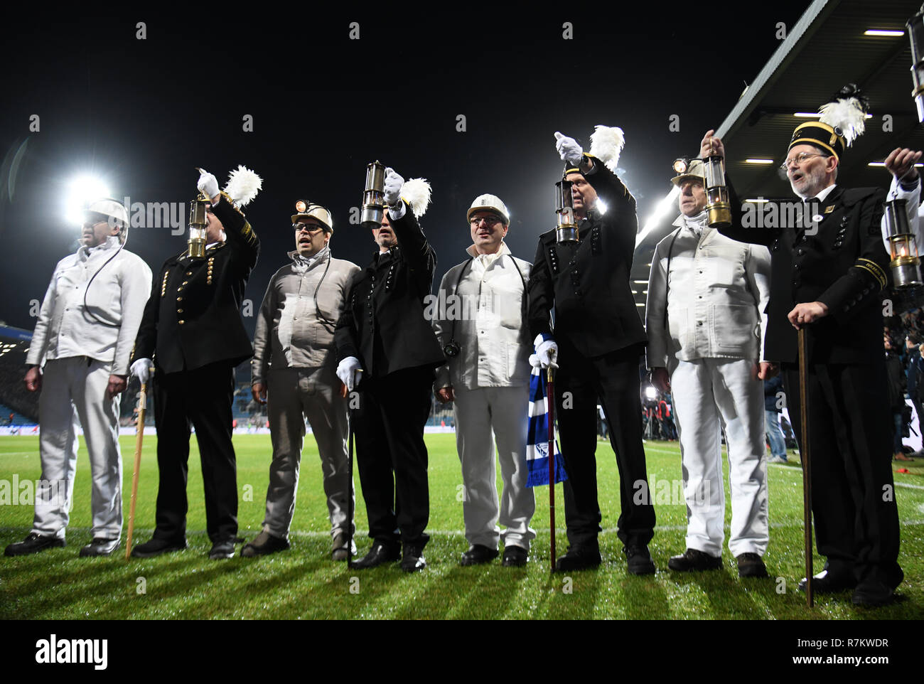 Bochum, Germany. 10th Dec, 2018. Soccer: 2nd Bundesliga, VfL Bochum - FC St. Pauli, 16th matchday in the Vonovia Ruhrstadion. Members of the Ruhrkohlechor sing the Steigerlied with the fans of Bochum. Credit: Ina Fassbender/dpa - IMPORTANT NOTE: In accordance with the requirements of the DFL Deutsche Fußball Liga or the DFB Deutscher Fußball-Bund, it is prohibited to use or have used photographs taken in the stadium and/or the match in the form of sequence images and/or video-like photo sequences./dpa/Alamy Live News - Stock Image