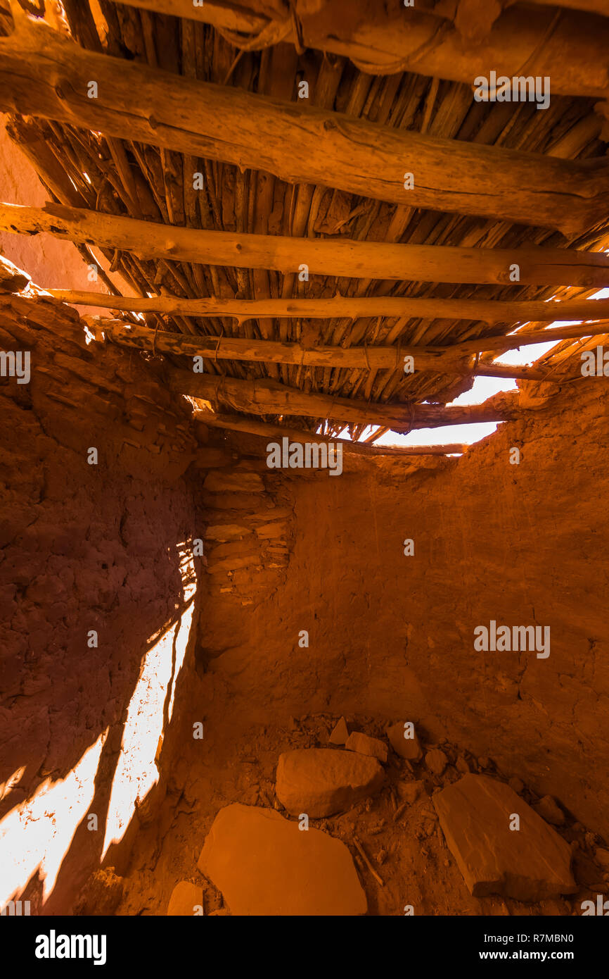 Jacal construction, using mud and sticks for walls, and a roof of beams and sticks, at Moon House Ruin on Cedar Mesa, built by Ancestral Puebloans and - Stock Image