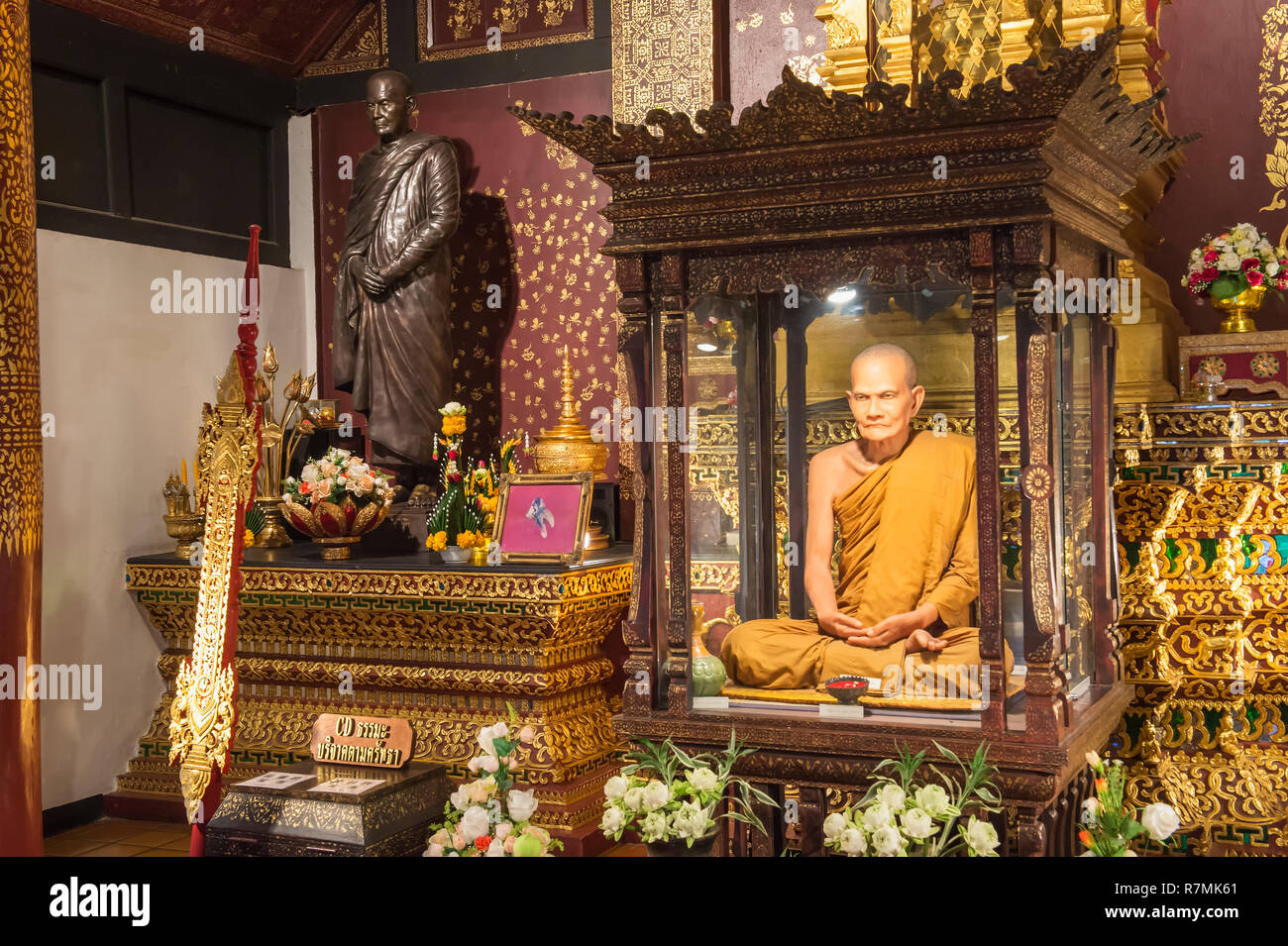 Life-like statue of a revered monk, Wat Chedi Luang, Chiang Mai, Thailand - Stock Image