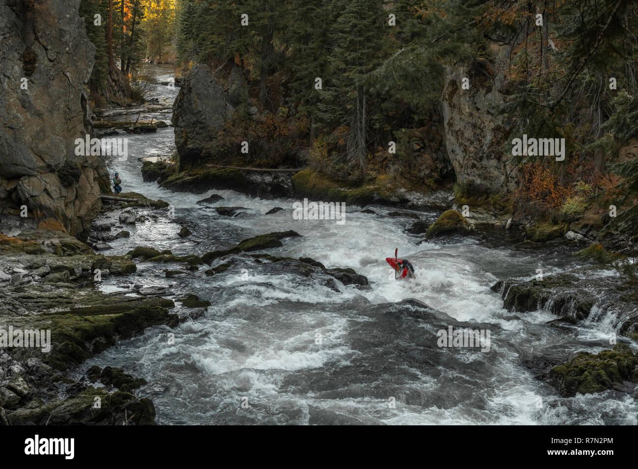 Kayaking white water on Benham Falls, Deschutes River near Bend, Oregon - Stock Image