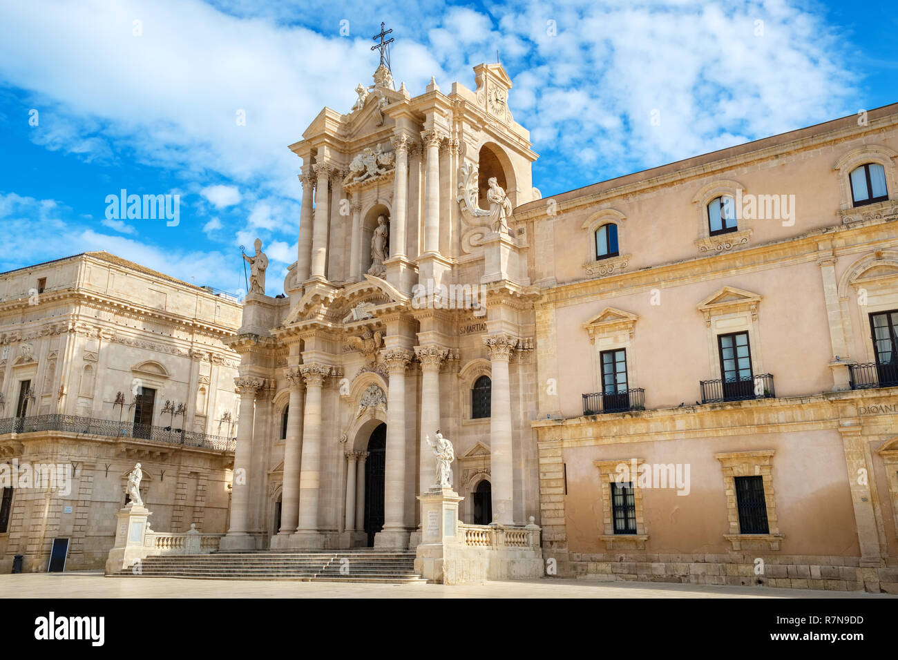 View of Cathedral of Syracuse (Duomo di Siracusa) in Piazza del Duomo. Ortygia, Syracuse (Siracusa), Sicily, Italy Stock Photo
