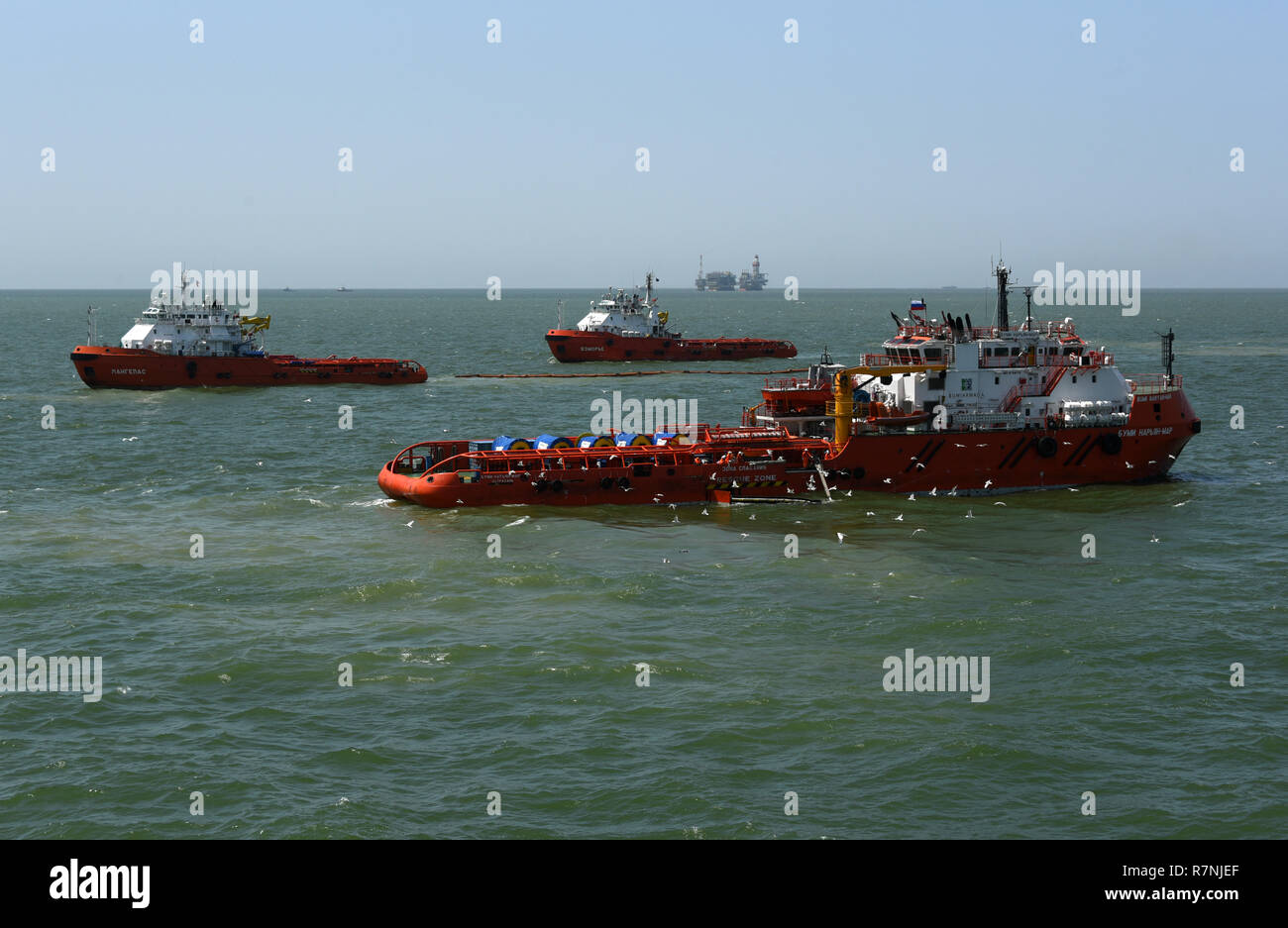 Oil Spill Boom Stock Photos & Oil Spill Boom Stock Images - Page 3