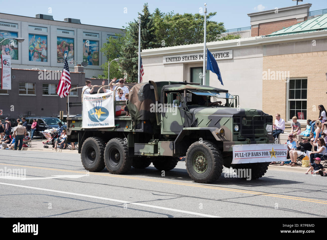 Naperville, Illinois, United States-May 29,2017: Memorial Day Parade with Military Vehicle and spectators in downtown Naperville, Illinois - Stock Image