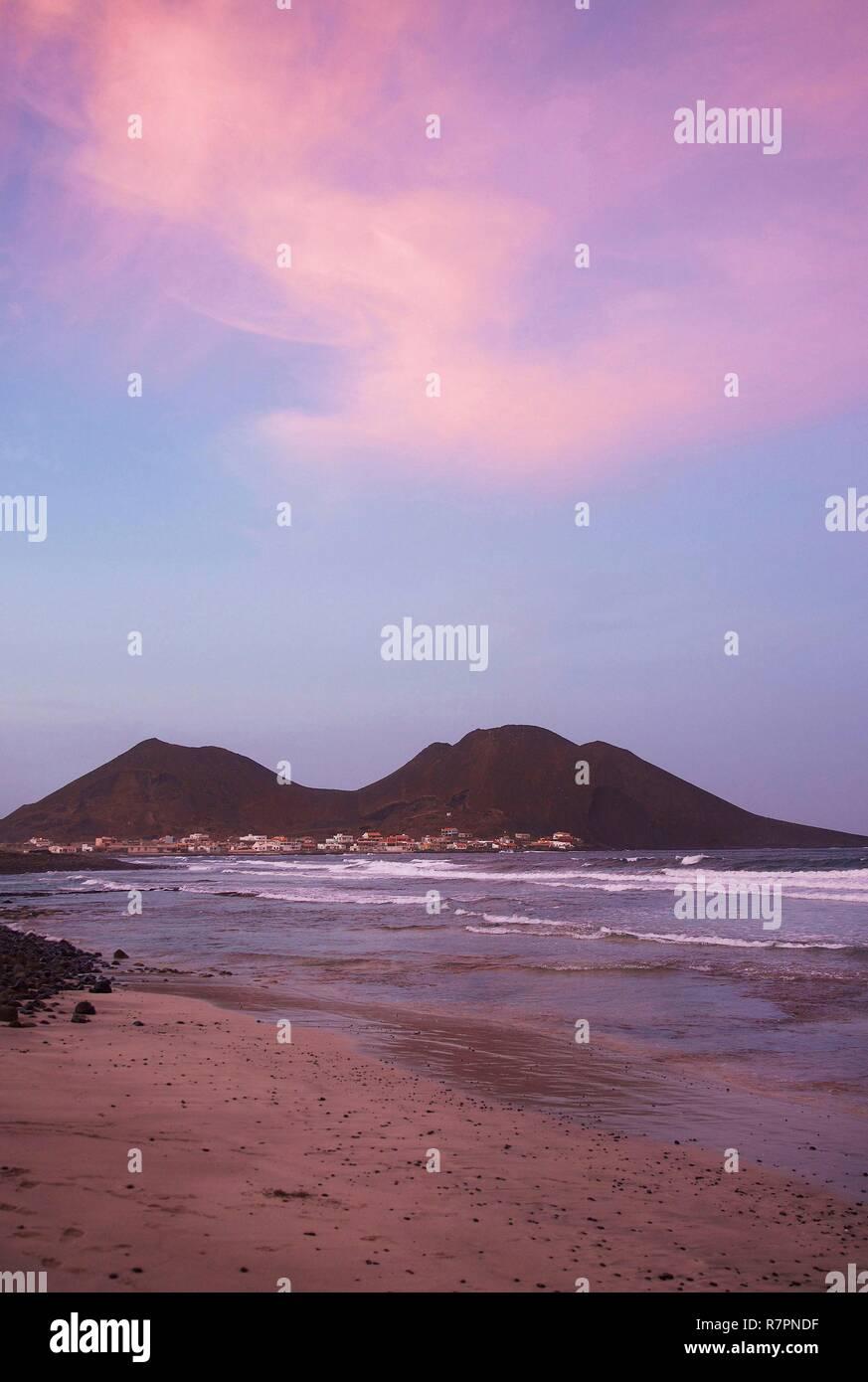 ventes spéciales pas de taxe de vente divers styles Cape Verde, Sao Vicente, Calhau, Beach and volcanoes of ...