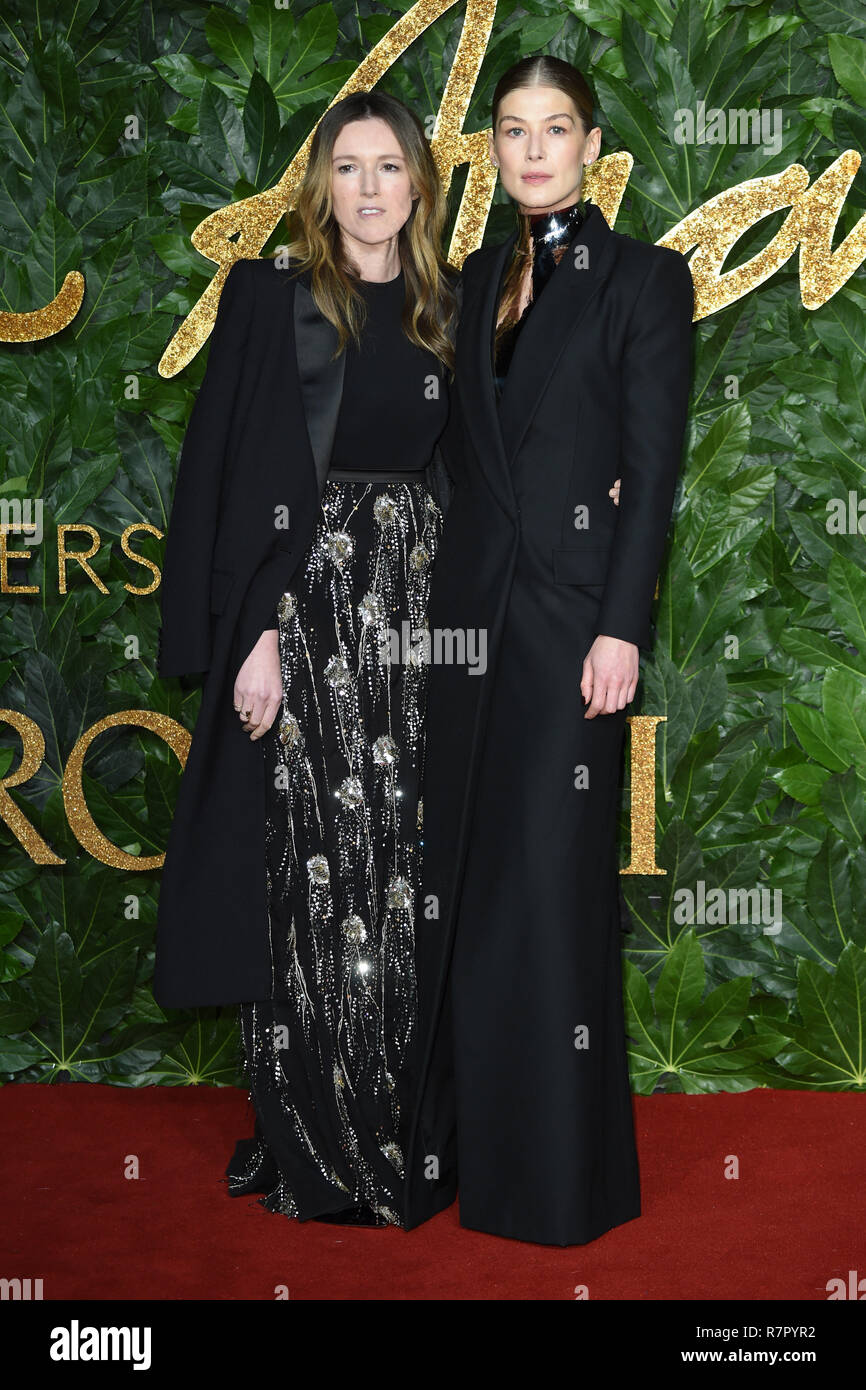London, UK. 10th Dec 2018. Rosamund Pike at The Fashion Awards 2018 at the Royal Albert Hall, London. Picture: Steve Vas/Featureflash Credit: Paul Smith/Alamy Live News - Stock Image